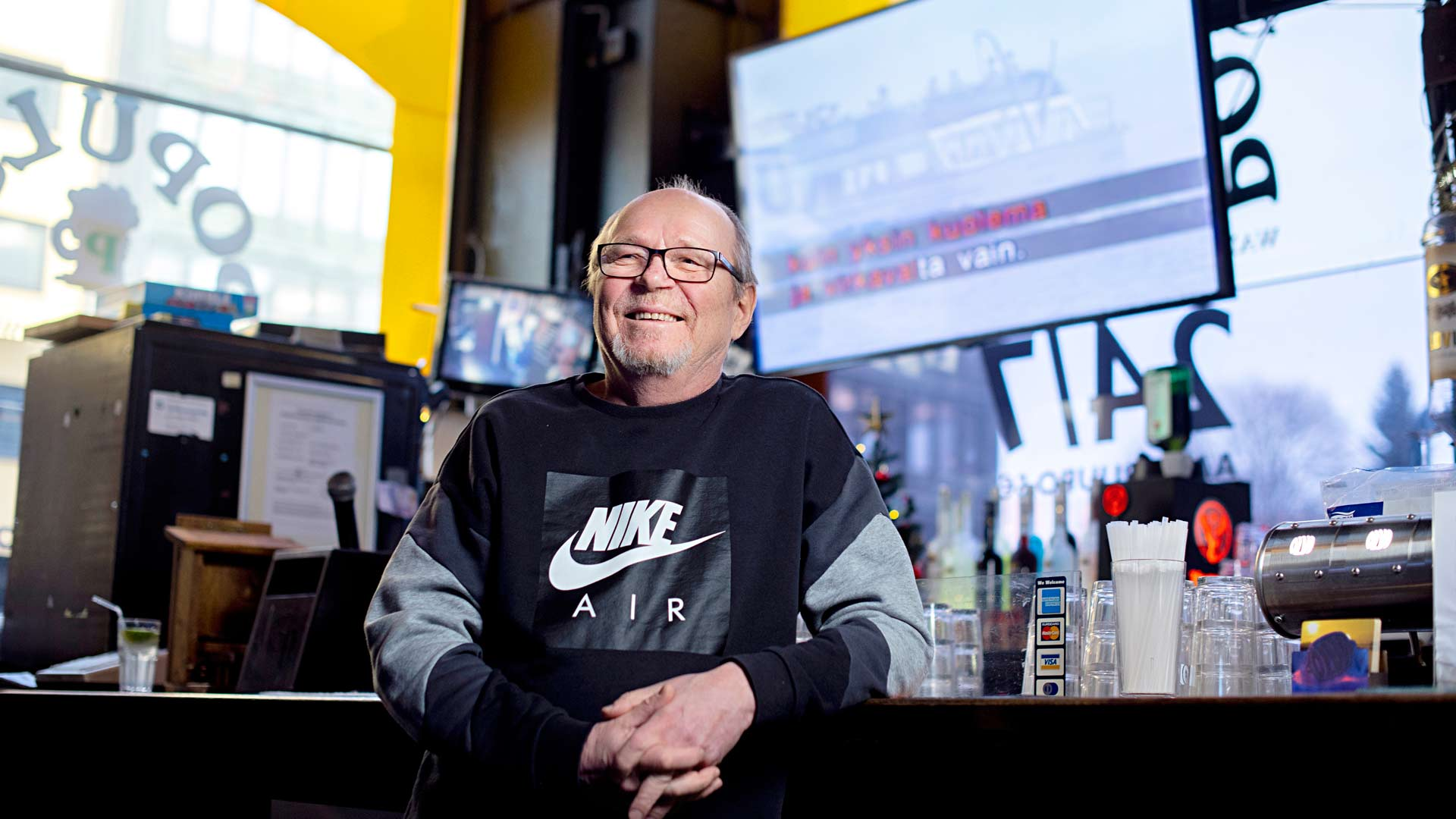 Timo Lindström ehti ennen eläköitymistään siirtää peräti 1300 laulua karaokemuotoon.