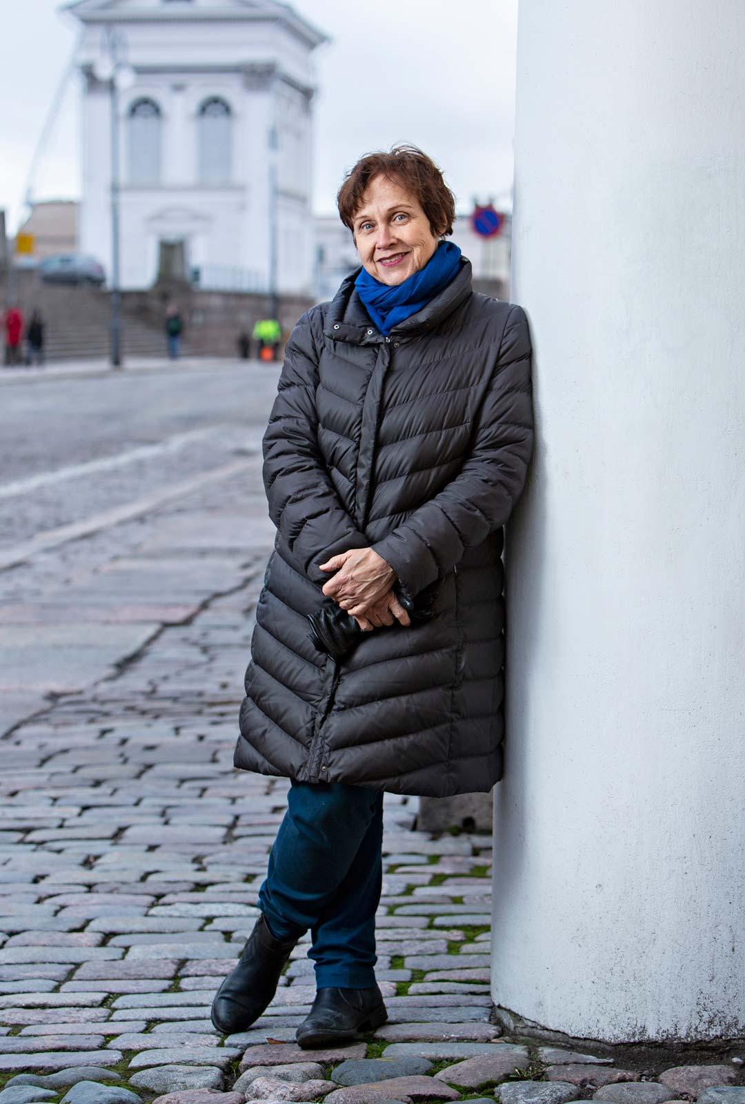 Virpi Hämeen-Anttila tunnetaan paitsi kirjailijana myös erityisesti Intian kulttuurin ja historian tutkijana ja tuntijana.