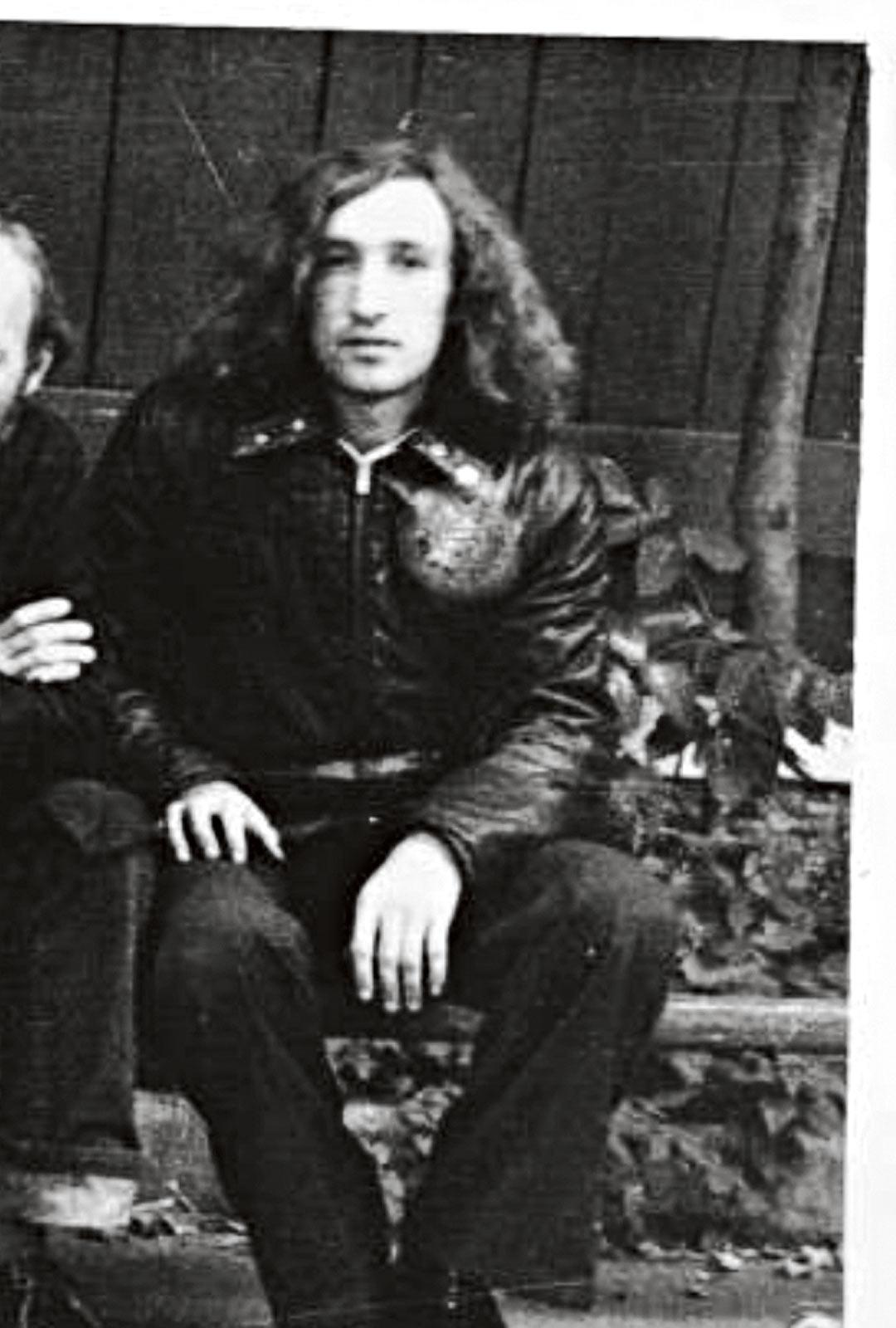 Loikkauksensa jälkeen Shatravka vietti lähes viisi vuotta Neuvostoliiton eri pakkolaitoksissa. Vapauduttuaan 1979 hän luki innnokkaasti kiellettyä kirjallisuutta ja kuunteli lännen radioasemia.