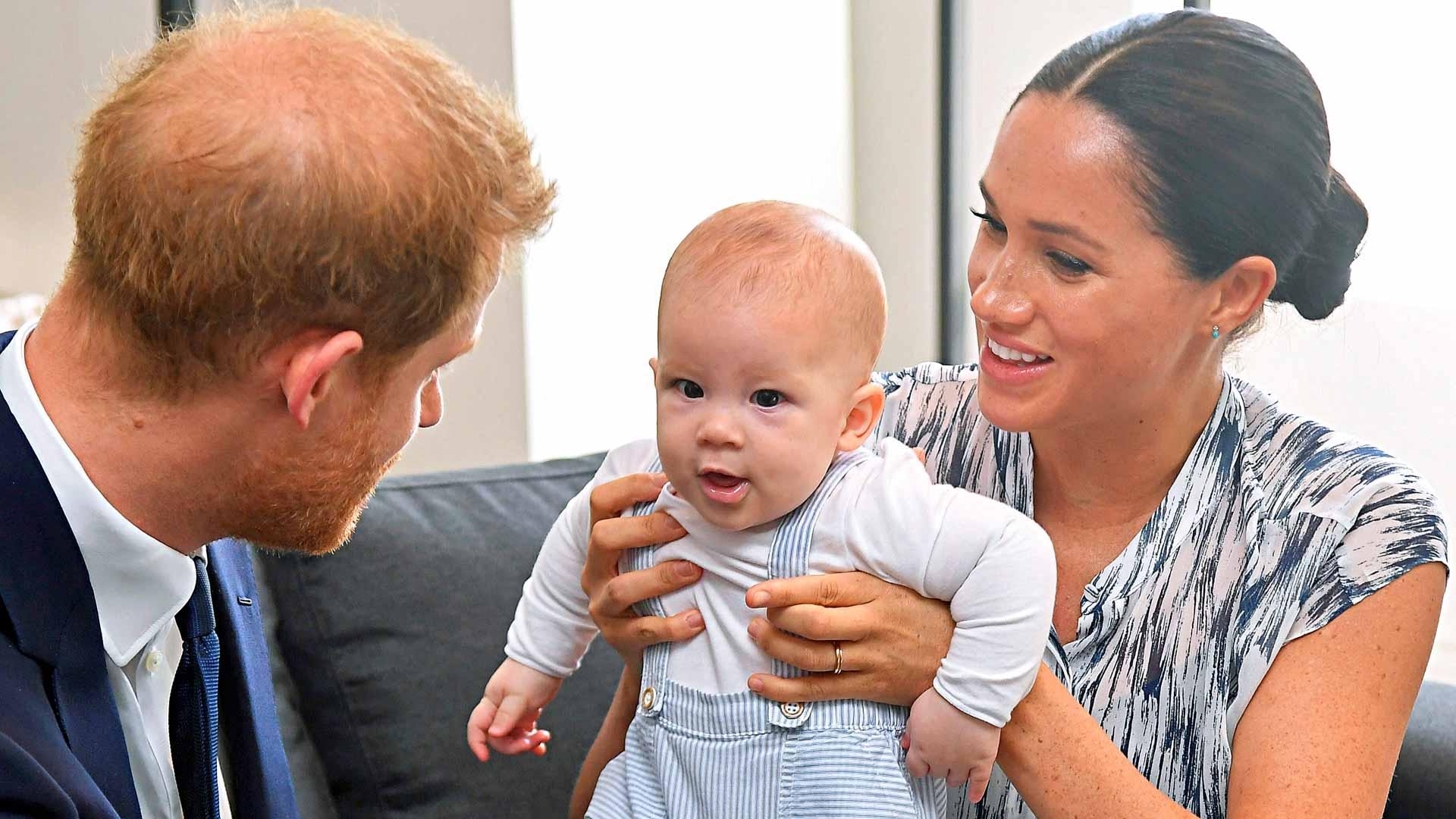 Harry, Meghan ja pikkuinen Archie Harrison vierailivat viime syksynä Etelä-Afrikassa. Matkalla kuvattu dokumentti on herättänyt paljon jälkipuheita, koska herttuapari puhui avoimesti julkisuuden aiheuttamista ongelmistaan.
