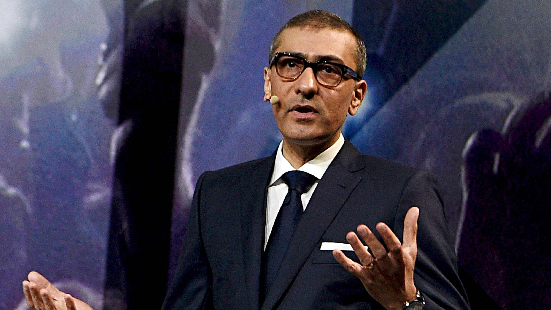Suomalaisyrityksistä Nokian toimitusjohtajalla Rajeev Surilla on päätoimiset puheenkirjoittajansa.