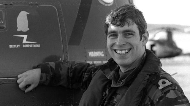 Prinssi Andrew palveli Port Stanleyssä helikopterilentäjänä.