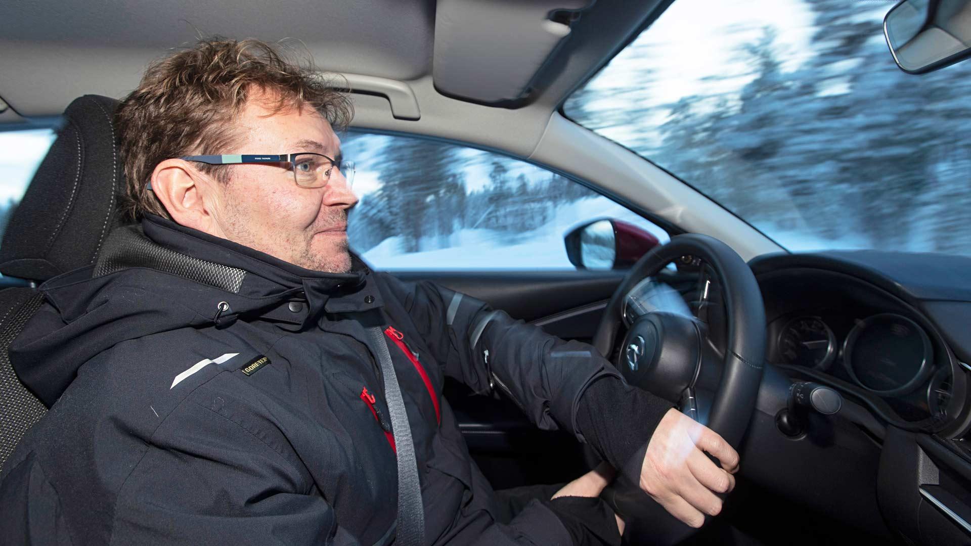"""Robert """"Robbe"""" Koistinen on testannut autoja Tekniikan Maailmalle jo kolmisenkymmentä vuotta."""