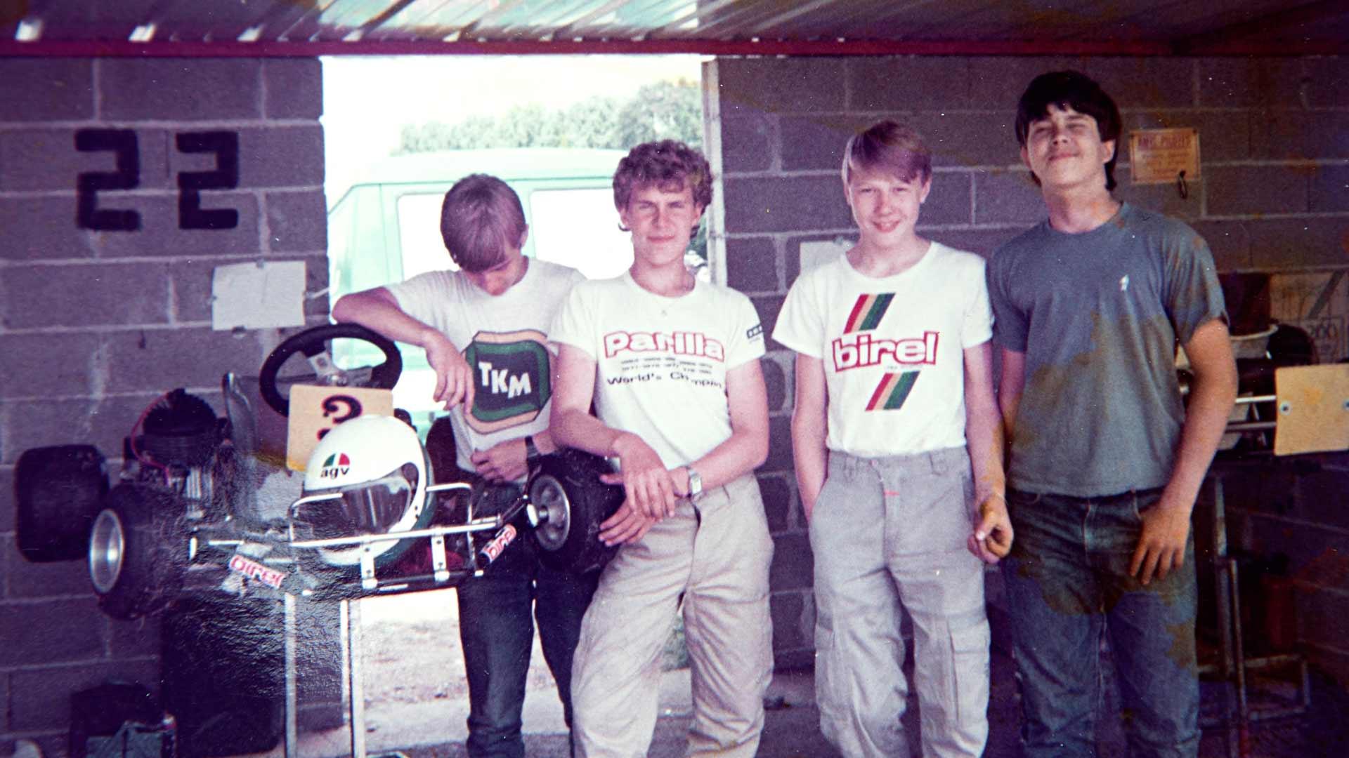 """Robert """"Robbe"""" Koistinen ajoi nuorena kartingia huipputasolla: alakuvassa keskellä Koistinen ja Mika Häkkinen juniorien MM-kisoissa Ranskan Lavallissa vuonna 1984."""