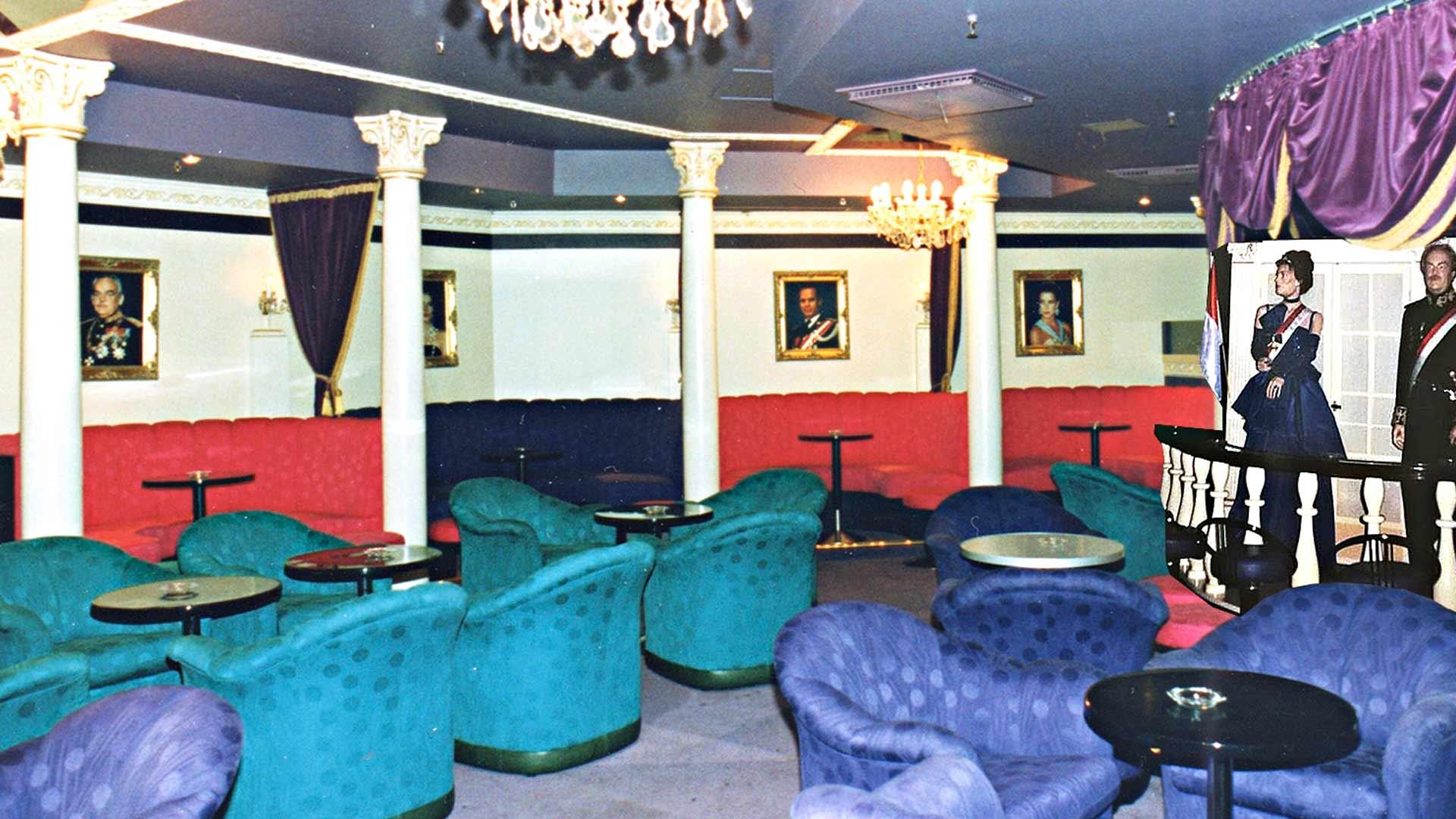 Yökerho oli Jyväskylän ykkösmenomesta. Se paloi kesäyönä 1975, kun paikka oli jo suljettu. 1990-luvulla yökerhoa koristivat Monacon Rainier ja Caroline -nuket.