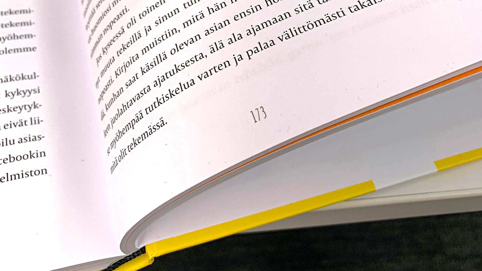 Sekä Backman että Pajun-Riekin kirjoissa annetaan samoja ohjeita esimerkiksi töitä häiritsevän puhelun torppaamiseen.