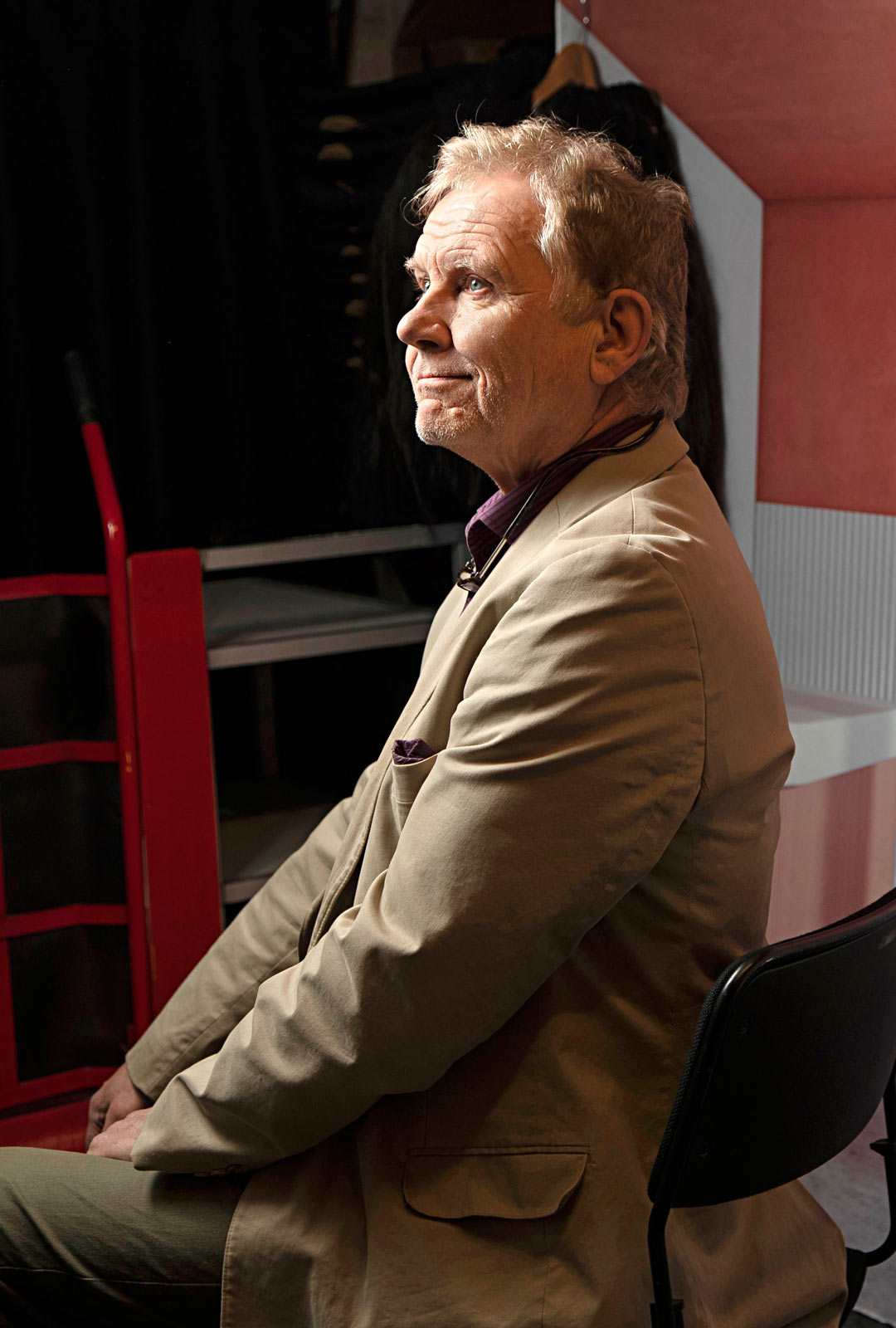 """Jarmo Heikkinen on toiminut myös lausujana suorissa runolähetyksissä. Runolausunta on hänelle tärkeä ja rakas harrastus. """"Olen ollut Suomen Lausujain Liiton jäsen jo 45 vuotta."""""""