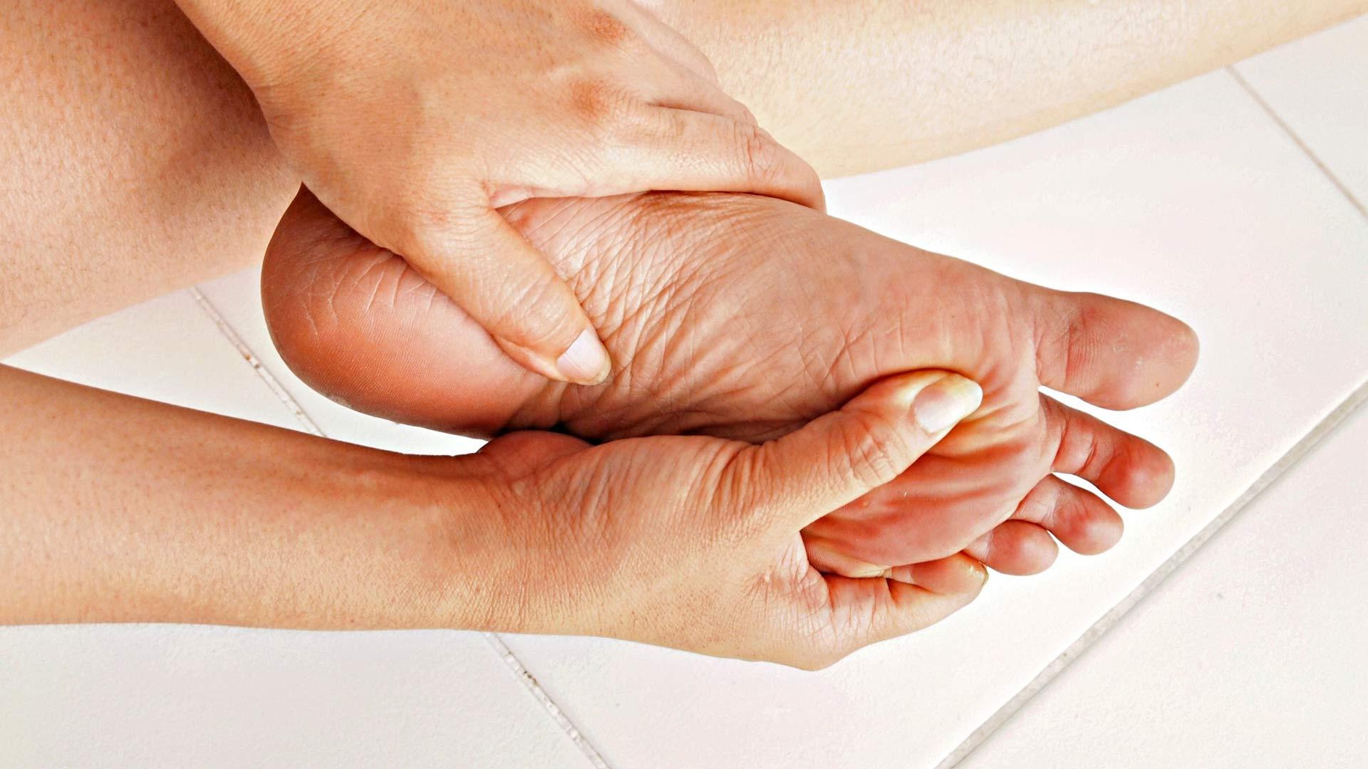Rasvauksen yhteydessä on hyvä tarkistaa, ettei jaloissa ole haavaumia.