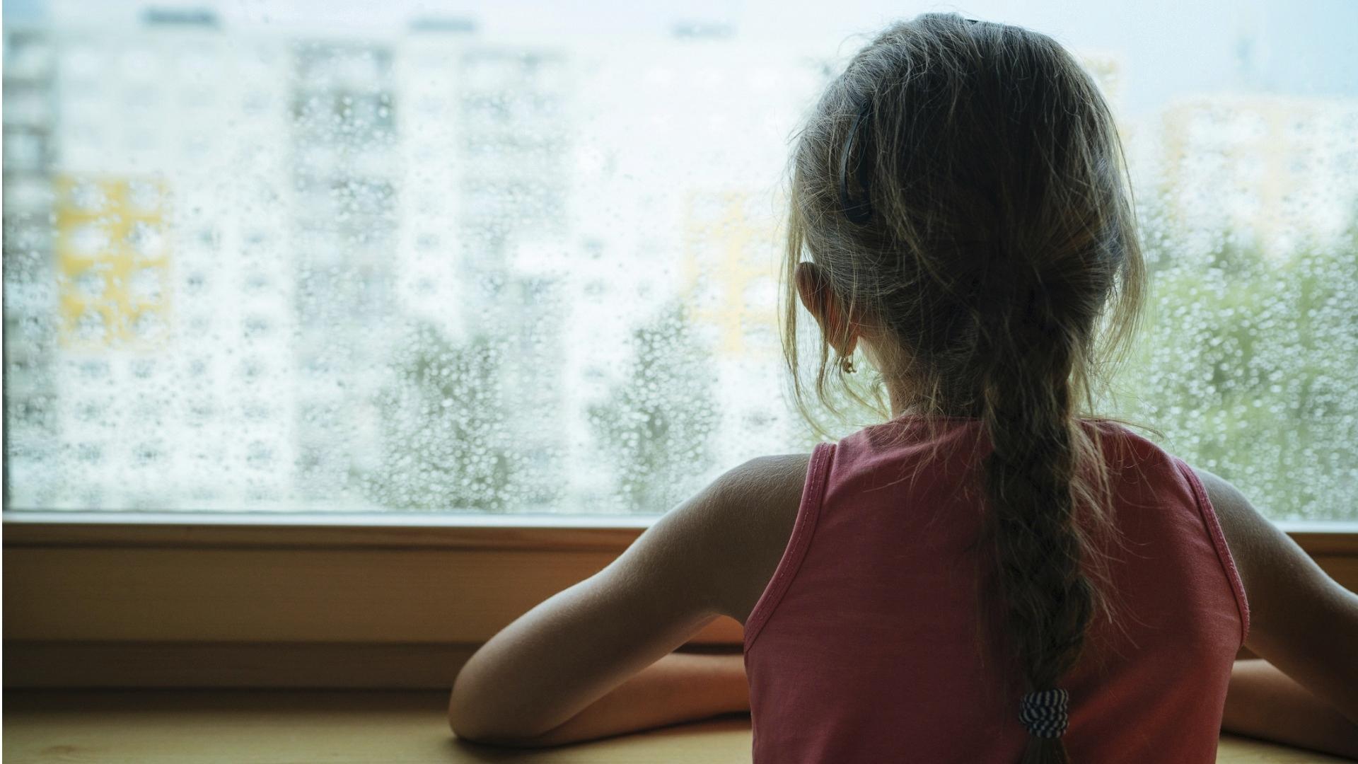 Koronaviruksesta johtuvat poikkeusolot voivat lisätä lapsen tai nuoren yksinäisyyden tunnetta, kun sosiaaliset kontaktit vähenevät.