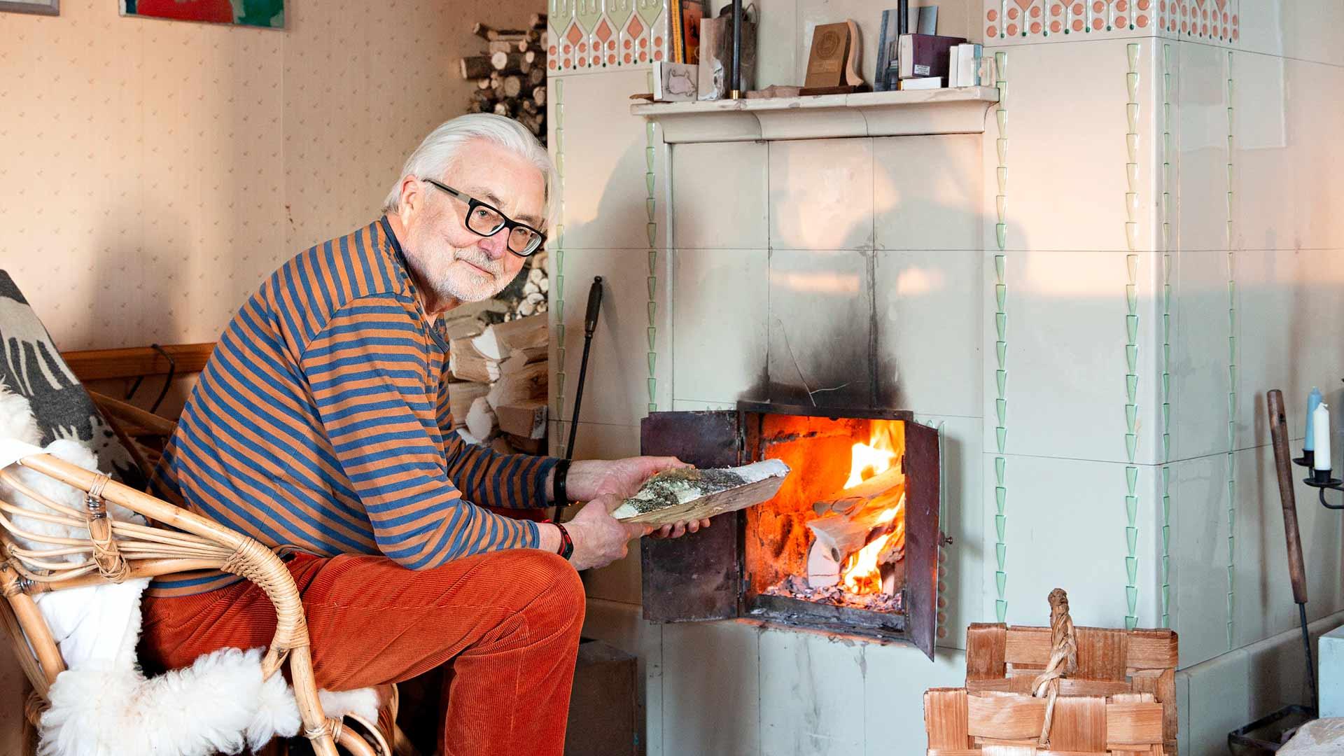 Markku Haapio teki oitis ostotarjouksen, kun näki talon kakluunin. Se on Turun Kaakelitehtaan jugend-mallistoa.