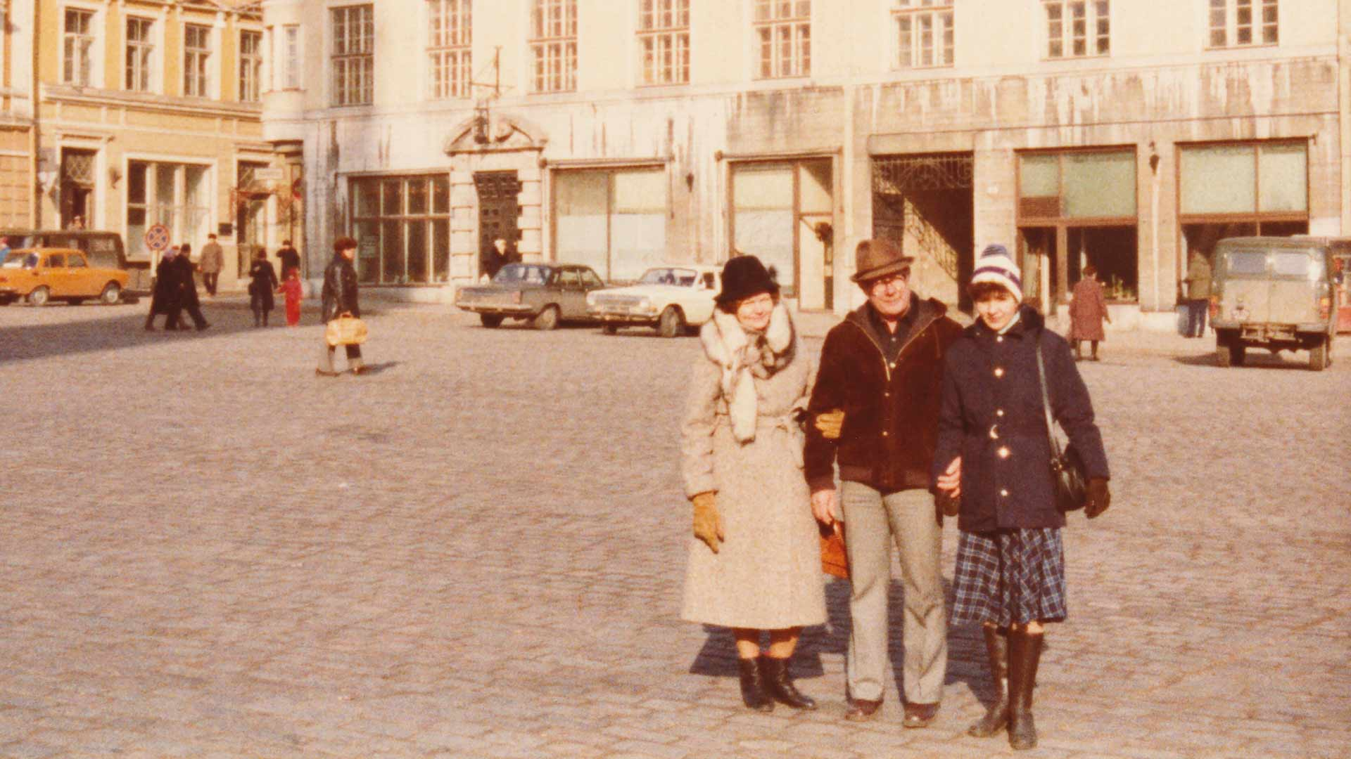 Taavi, Maija ja Heli Tallinnassa.