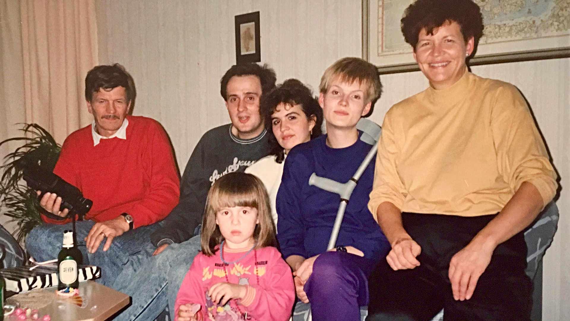 Leo Paajanen, Erik, Maria ja Heli Valge, jalkansa loukannut Salla Paajanen ja Sirpa Paajanen