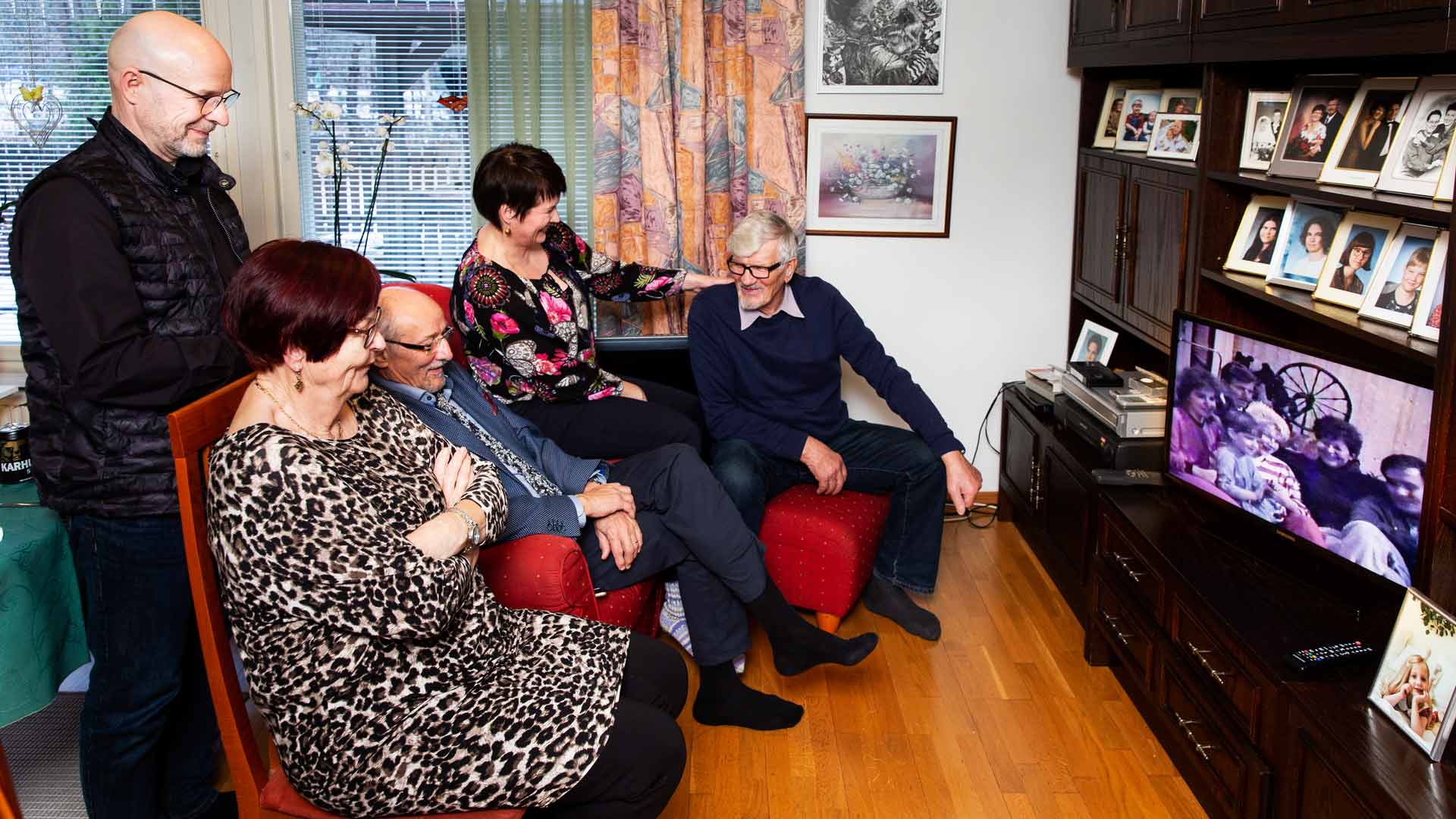 Leo Paajanen kuvasi kotivideon Valgen perheen kyläilystä Sallan luona kolme vuosikymmentä aiemmin.