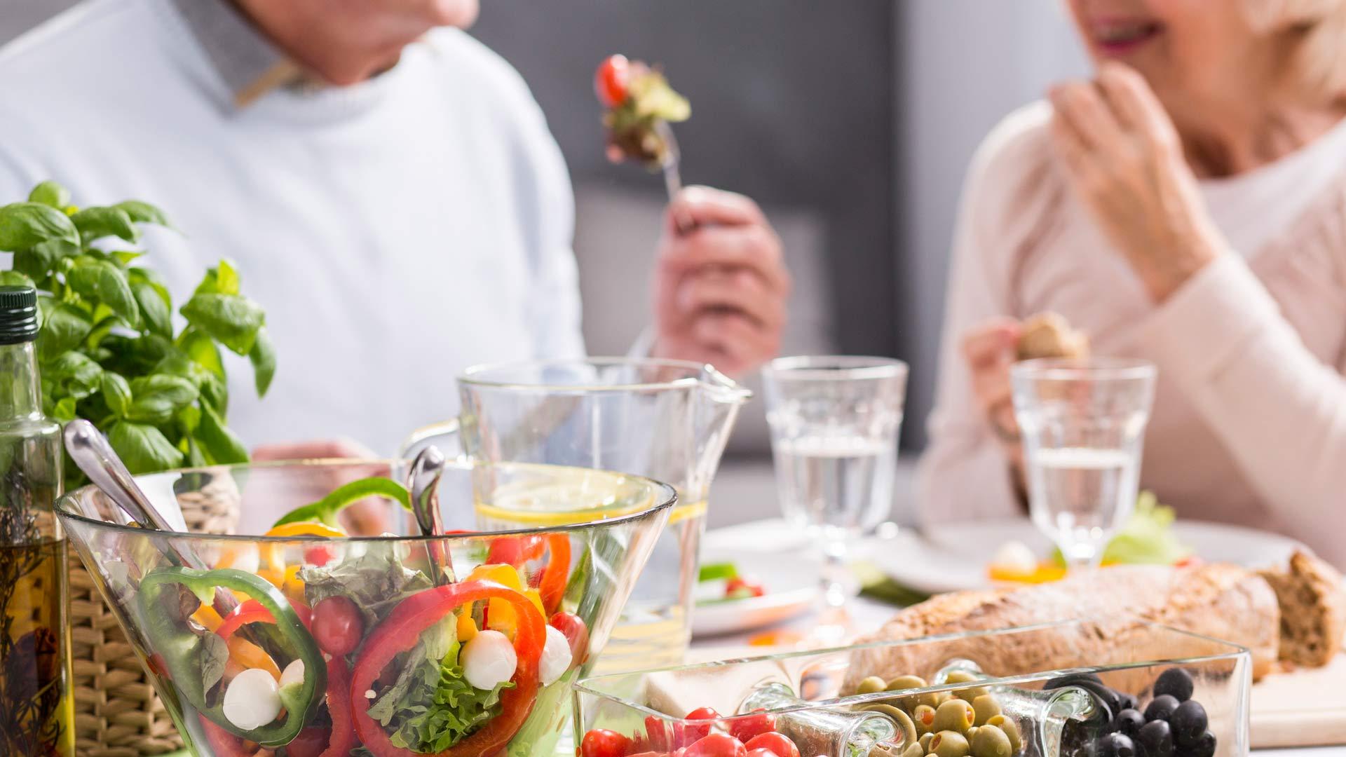 Hyvä rasvan laatu sekä riittävä antioksidanttien ja vitamiinien saanti ovat merkittävimpiä tekijöitä alkavan muistisairauden hidastamisessa.