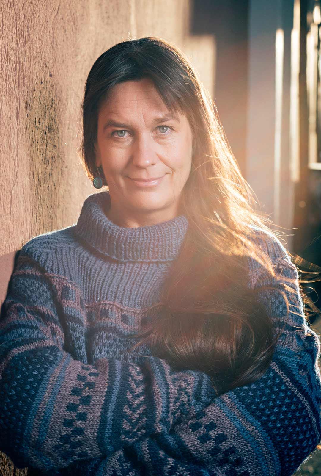 """""""Kirjoittaminen on ihanaa. Kirjoittajan identiteettini on vahva, ja luen paljon enemmän kuin katson elokuvia"""", Saara Cantell kertoo."""