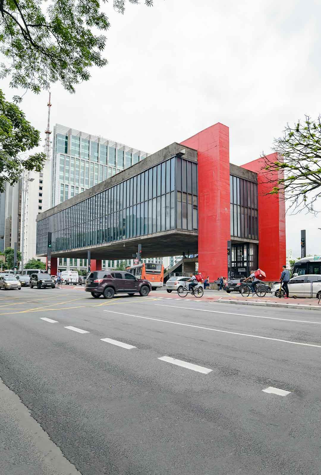 São Paulon taidemuseo sijaitsee Paulista Avenuella.
