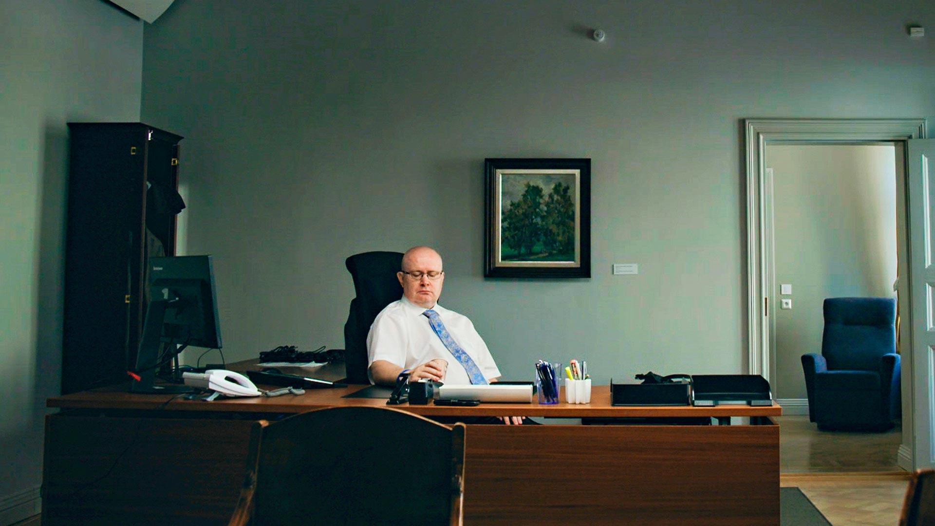 Työministeri Jari Lindströmin viimeinen työpäivä, hetki ennen seremonioita.