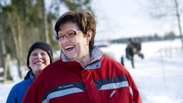 Sirkka-Liisa Anttila lapsenlapsensa Antin kanssa vuonna 2009.