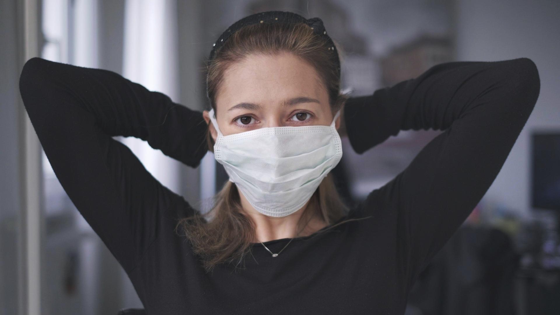 Helsingissä kotihoidon työntekijät suojautuvat vasta, jos asiakkaalla on flunssaoireita tai epäillään koronaa.