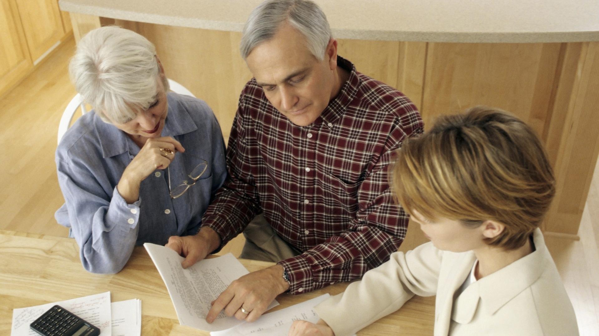 Kotimyynnin asiakkaalla on 14 vuorokauden peruutusoikeus, josta myyjän pitää kertoa kauppaa tehdessä. Sopimus kannattaa myös lukea tarkkaan läpi.