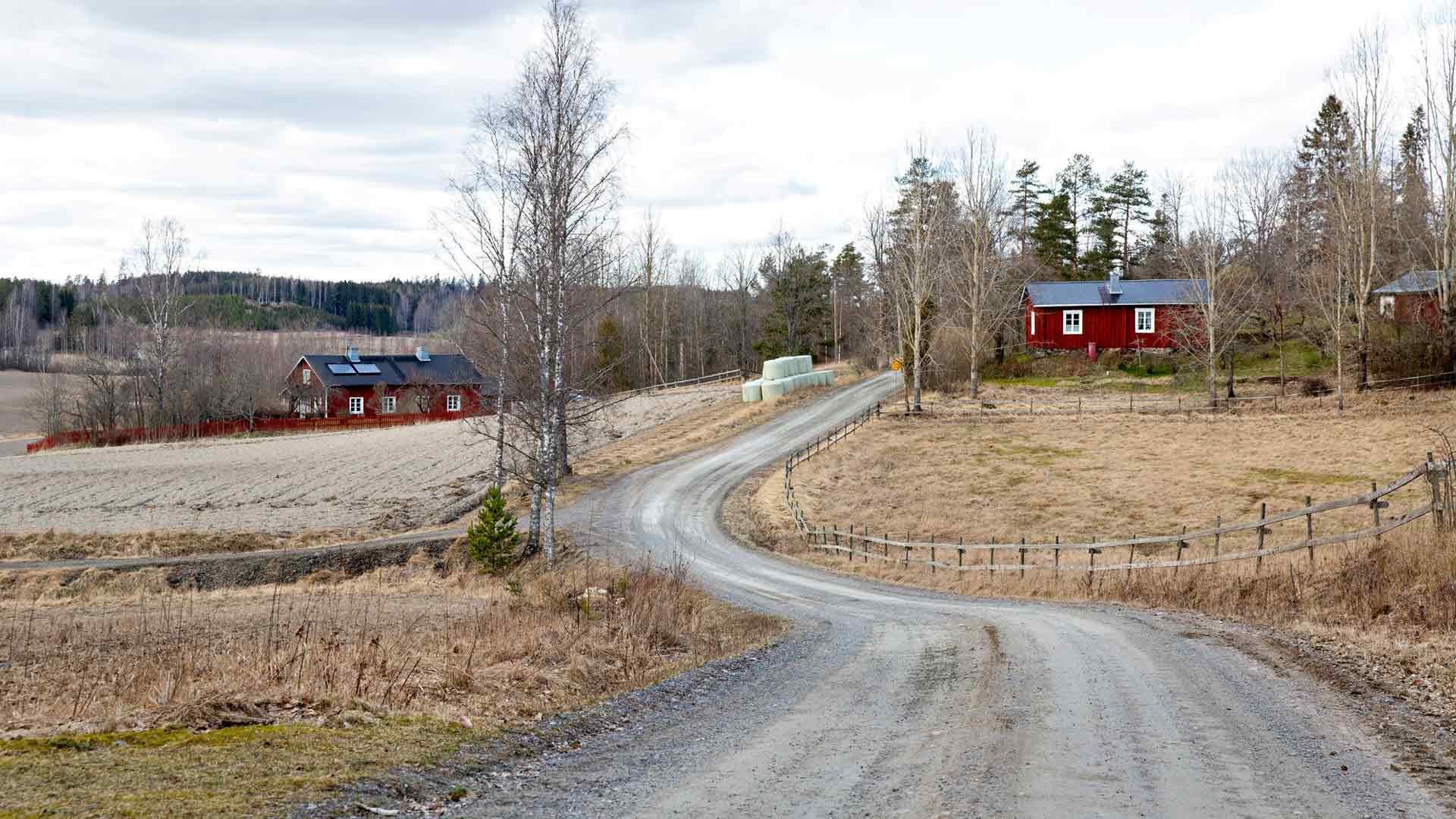 Kärkelään vie hiljainen kylätie. Suurin osa Uusimaastakin on maaseutua.
