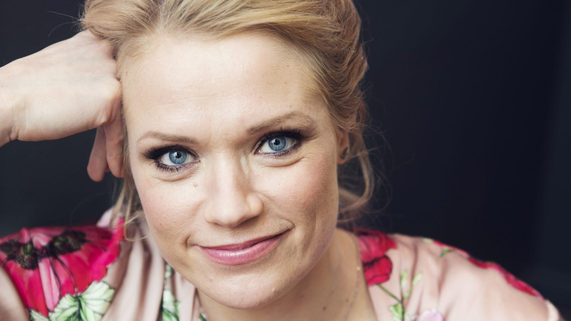 Kun koronakriisi alkoi, Maaret Kallio kertoi omille lapsilleen, että luvassa on tylsyyttä ja hermojen kiristymistä, mutta siitä selvitään.