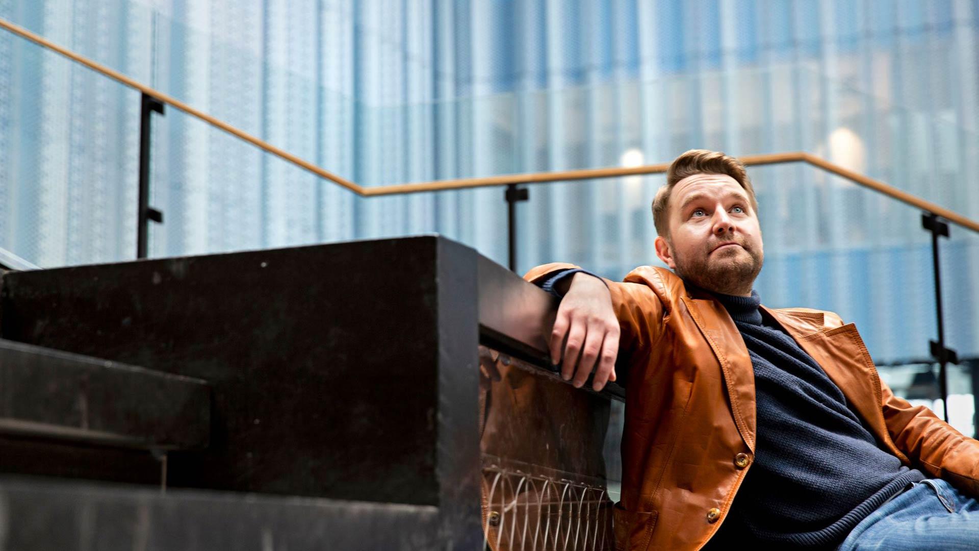 Joonas Nordman tekee talk show'ta poikkeusoloissa. Ihmiset kaipaavat nyt kevennystä arkeen, ja se näkyy katsojaluvuissa.