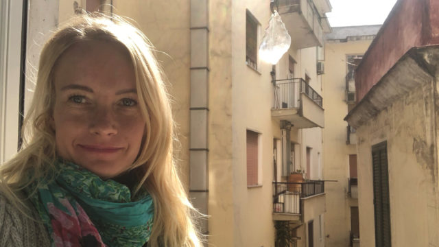 Kanadassa elokuvatutkimusta opiskellut Hanna Laakso päätyi Italiaan matkailuyrittäjäksi. Hän kuvasi tällä viikolla itsensä kotikaranteenissa Salernossa.