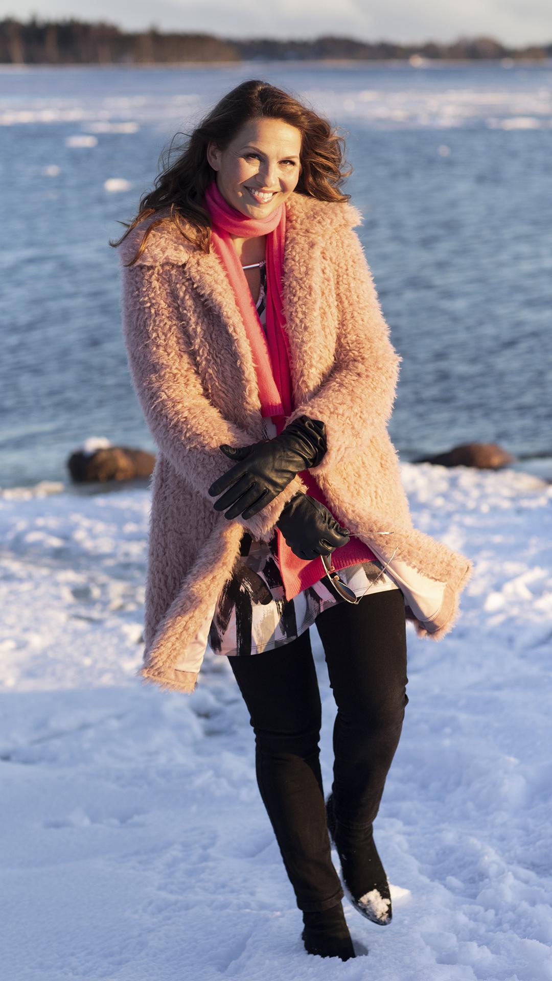 Janina Fry harrastaa kylmäuintia