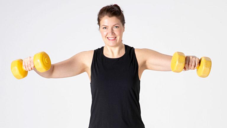 Kyynärvarren lihakset ja puristusvoima kehittyvät käsipainojumpalla.