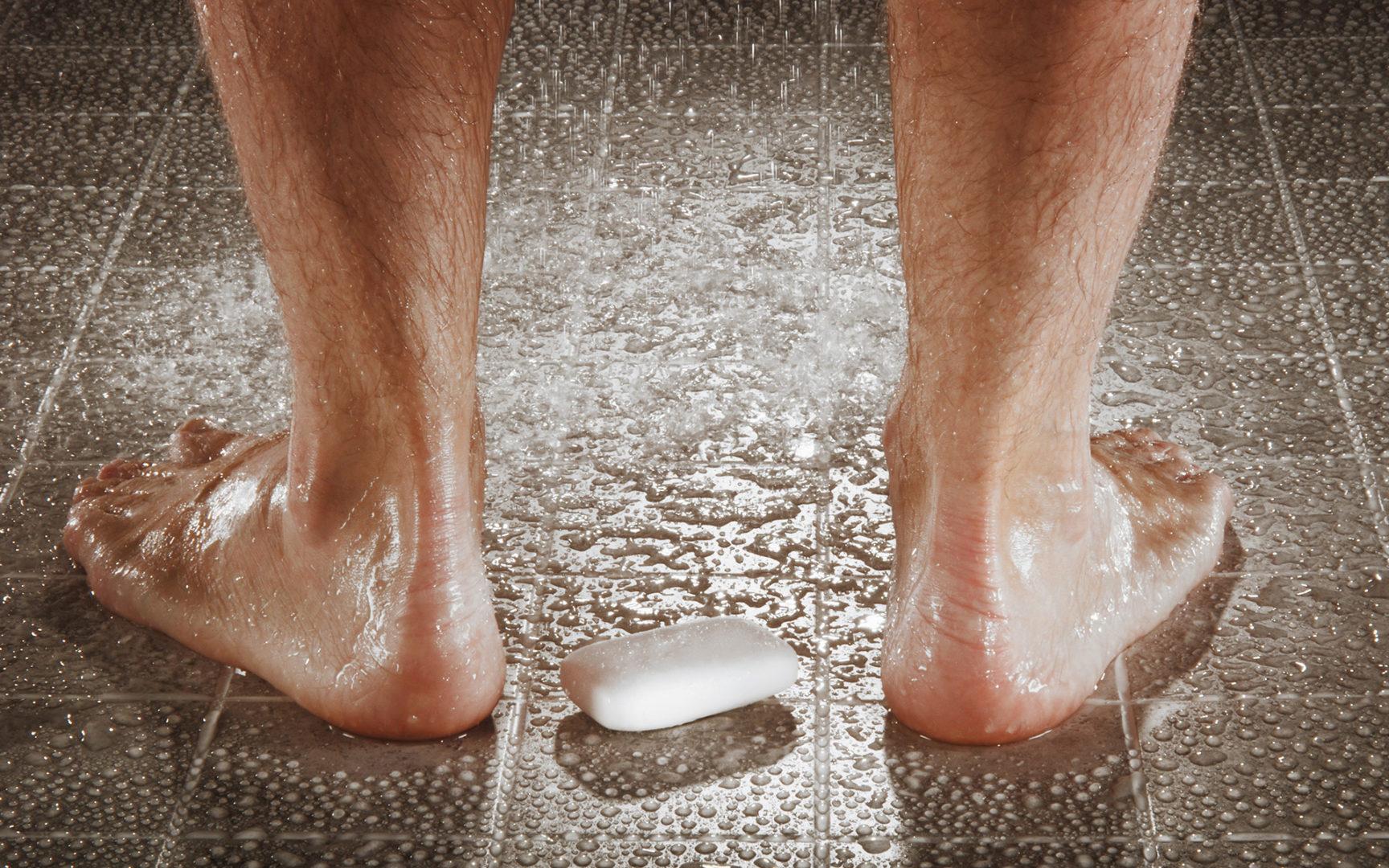 Kynsisieni eli kynsisilsa tarttuu usein kosteissa tiloissa.