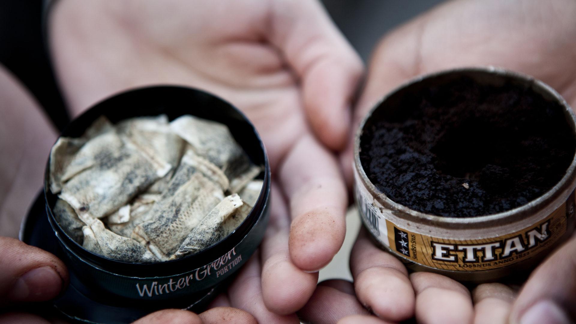 Tavallinen pussi- tai irtonuuska on tummaa, nikotiinivalmiste taas vaaleaa. Myyjät kutsuvat sitä nikotiininuuskaksi, vaikka kyseessä ei ole nuuska.