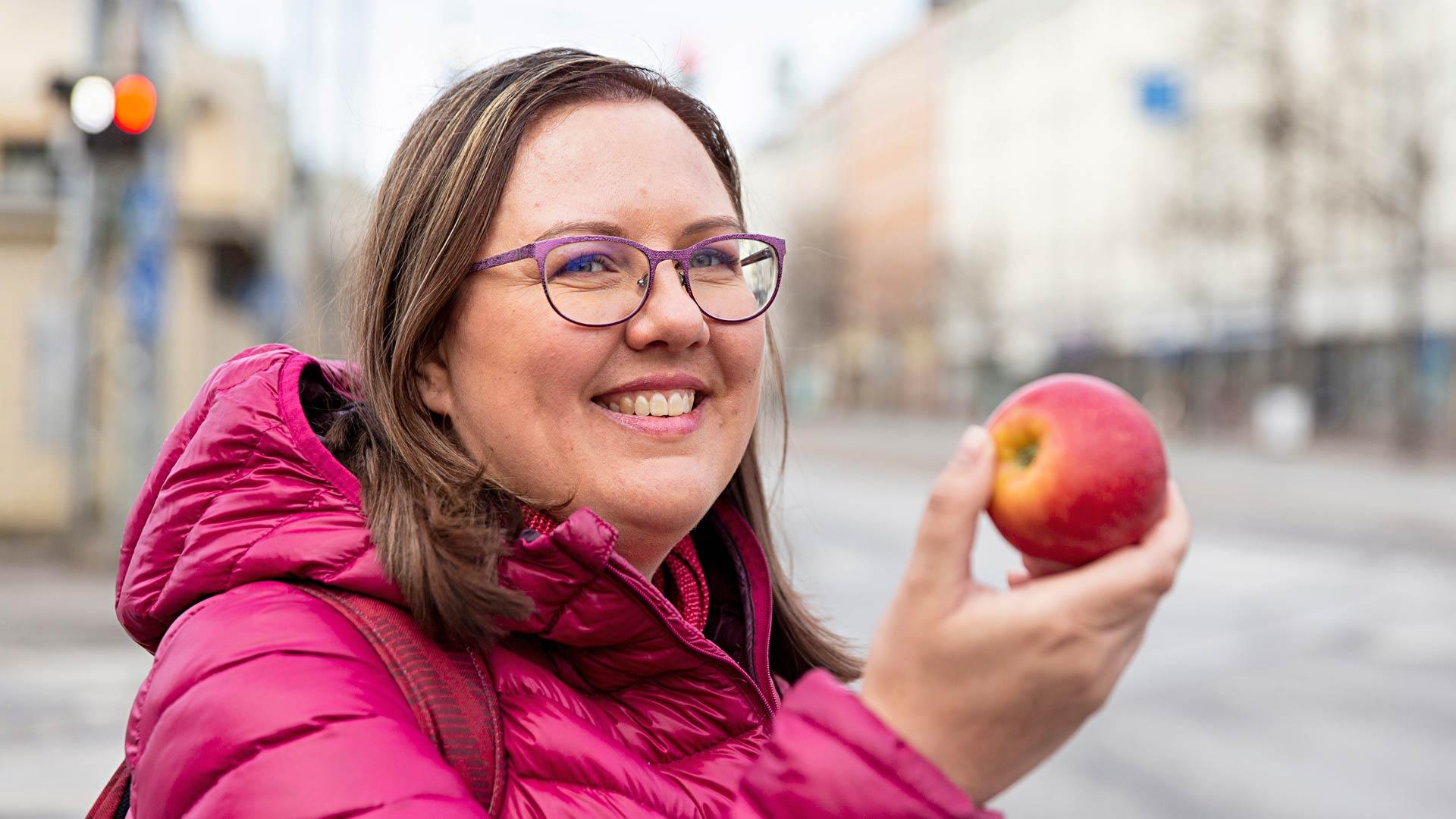 Elämäntaparemontti opetti Riitan syömään oikein. Hänen piti opetella syömään hedelmiä, marjoja ja kasviksia.