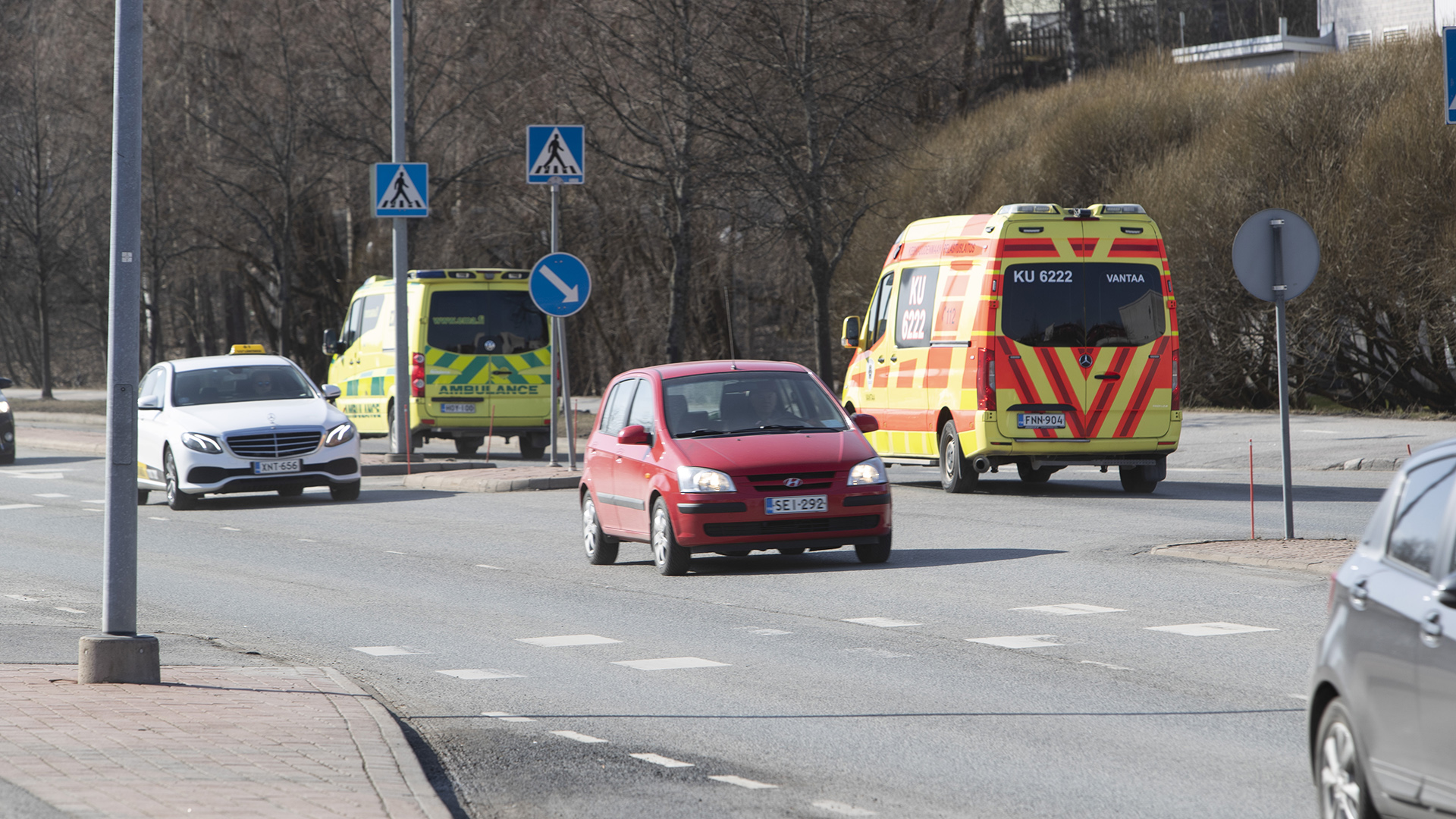 Professori Tarja Saaresranta vakuuttaa, että Suomessa kaikki koronapotilaat saavat hoitoa.