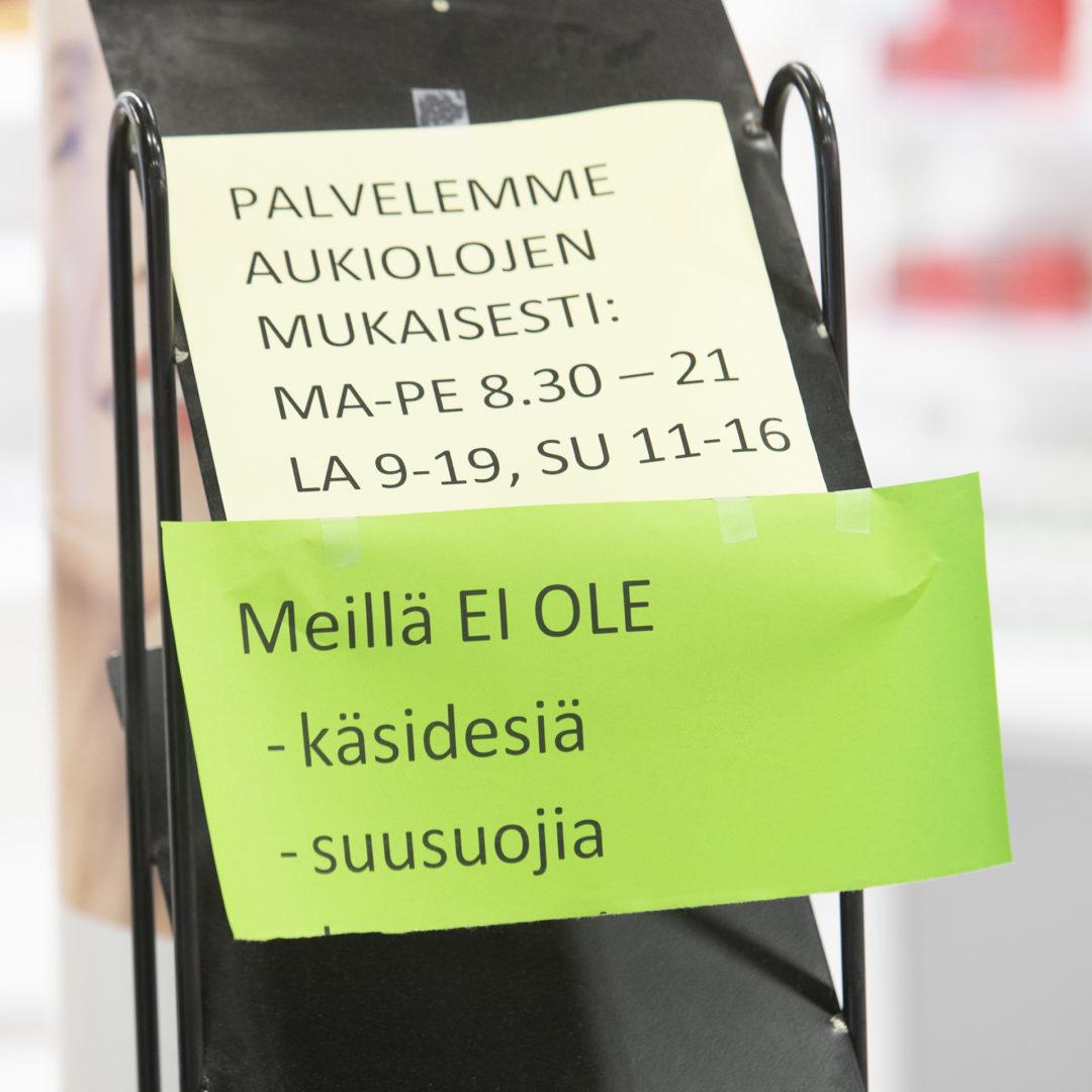 Kaksi suomalaisprofessoria kannattaa kasvosuojainten laajaa käyttöä koronan torjumiseksi.