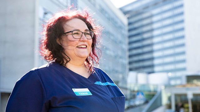 Meilahden teho-osaston Sairaanhoitajalla Terhi Tuominen-Seittosella on yksi toive suomalaisille koronaepidemian aikana: pysykää kotona.
