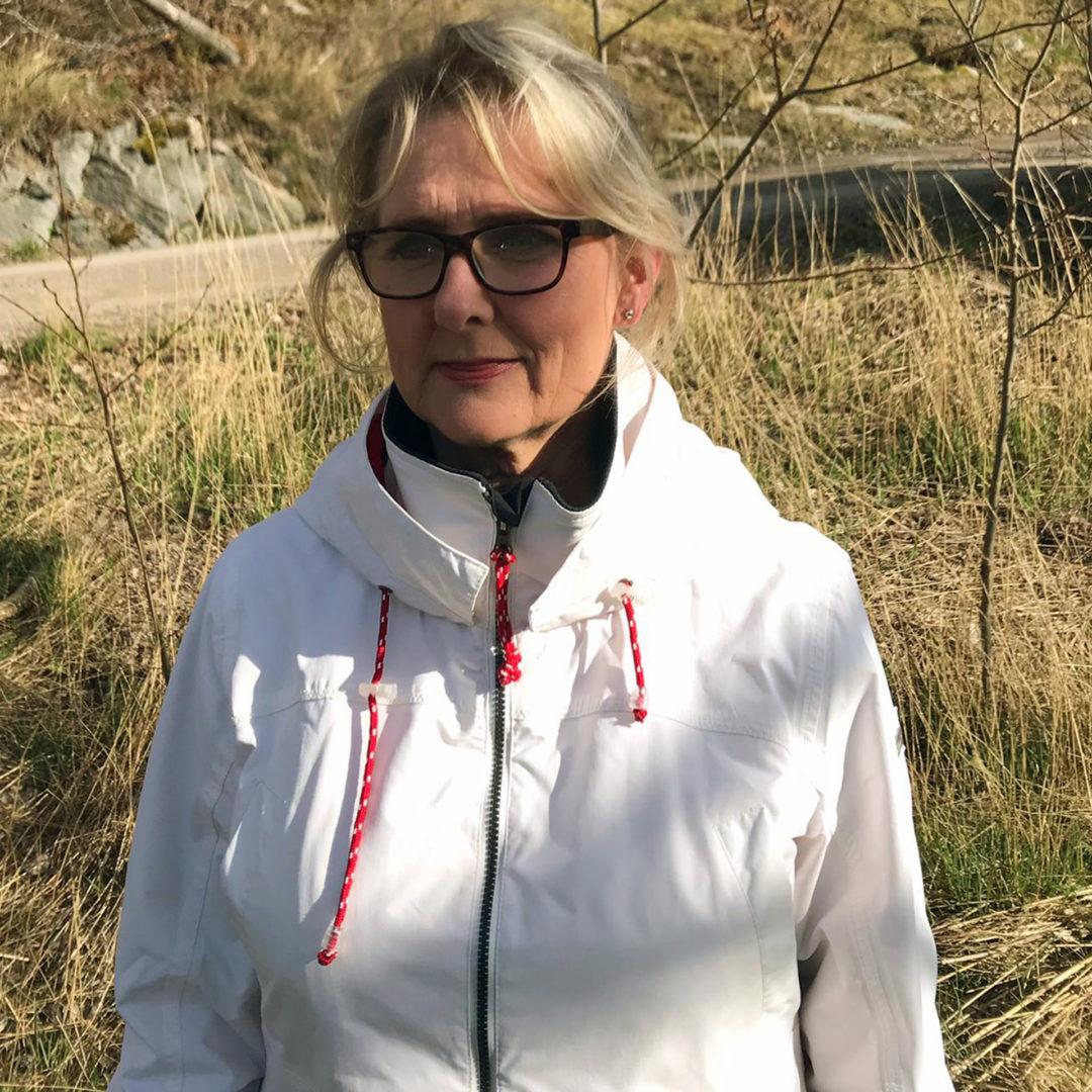 Ulla Härmä lomautettiin, mutta maatila tarjosi hänelle kausitöitä tilalle.