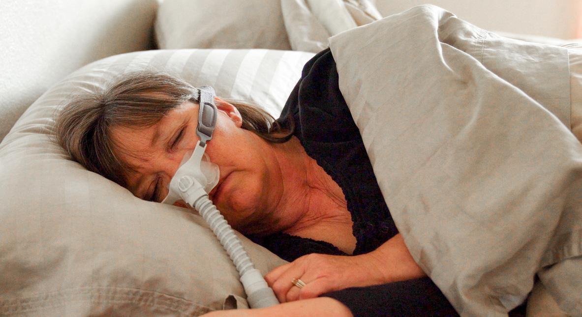 CPAP-laite hoitaa uniapneaan liittyviä yöllisiä hengityskatkoksia.