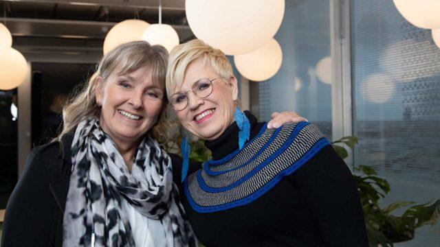 Vaikka Lea Saukkonen (oik.) ja Pia Viitikko tapaavat joskus vasta pitkänkin ajan jälkeen, ystävyys jatkuu siitä mihin se edelliskerralla jäi.