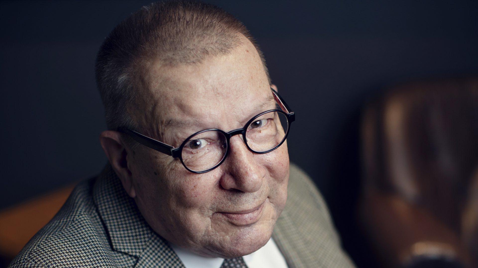 """""""Olemme tulleet herkiksi kestämään vaikeuksia"""", arvelee emerituspiispa Eero Huovinen."""