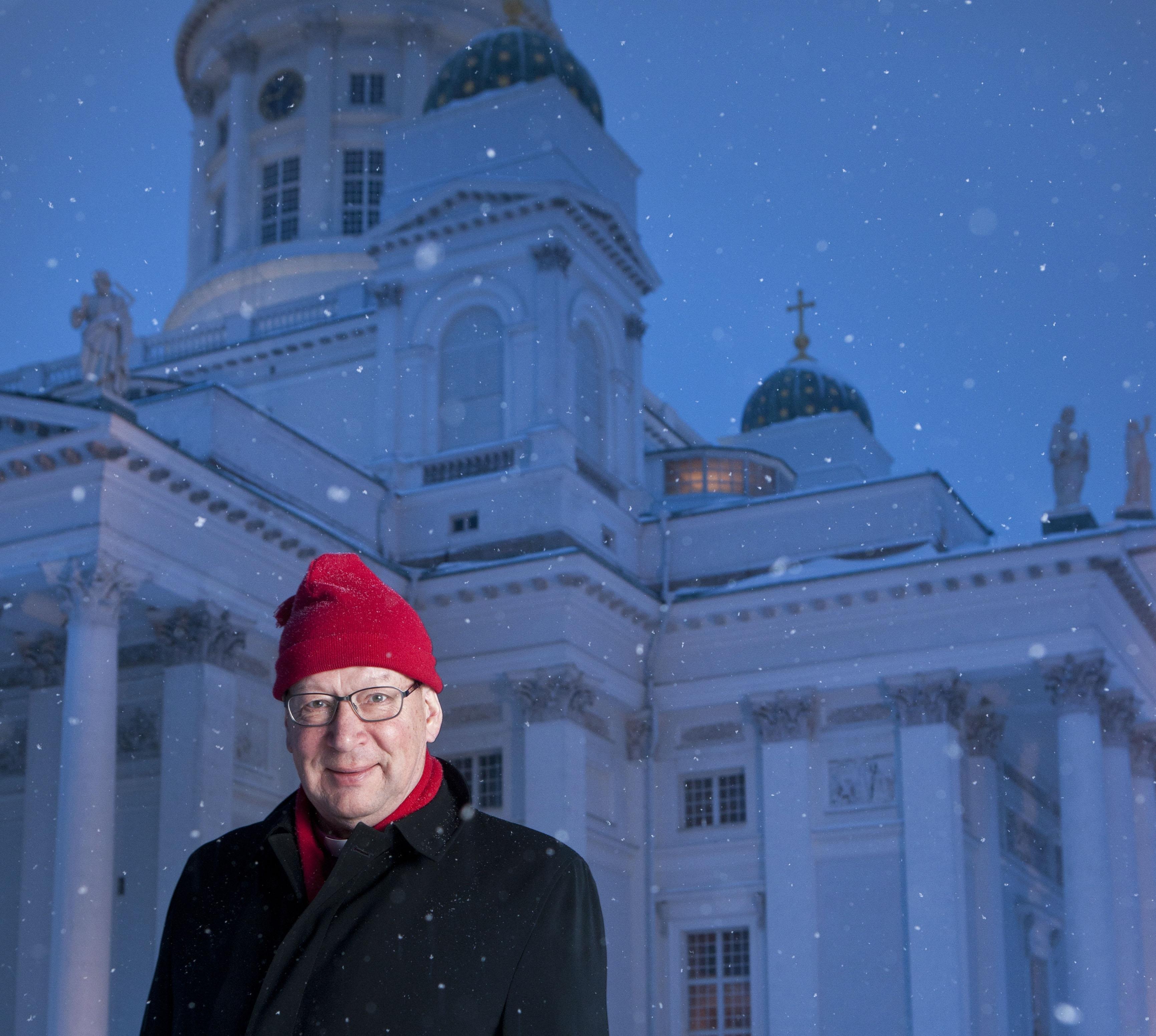 Piispanuransa aikana Eero Huovinen valoi suomalaisiin lohtua Estonian uppoamisen ja Kaakkois-Aasian tsunamin kaltaisen tragedioiden jälkeen.