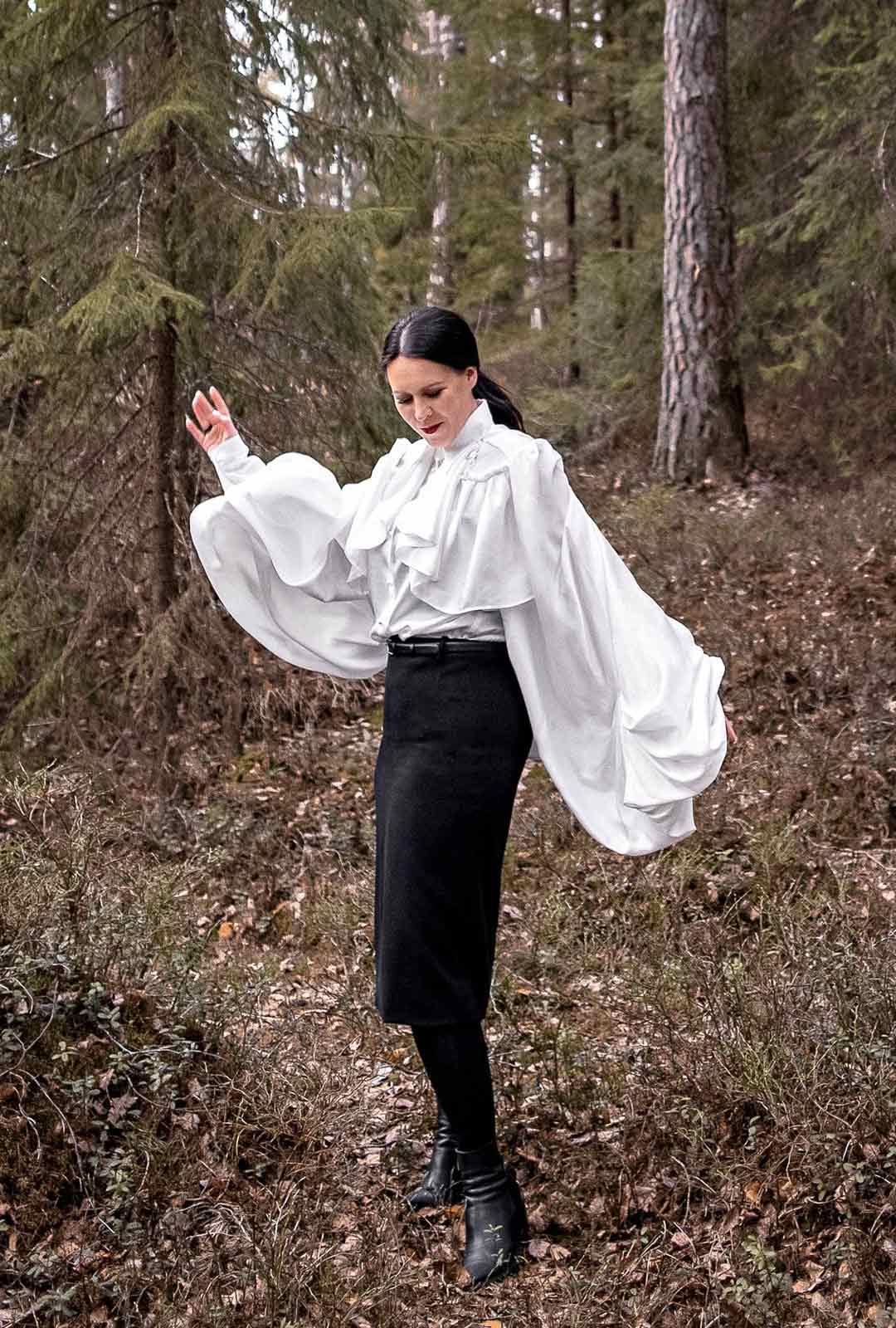 Vaikuttajanaisille asu-kokonaisuuksien suunnittelu on Anne-Mari Pahkalan unelmien täyttymys.