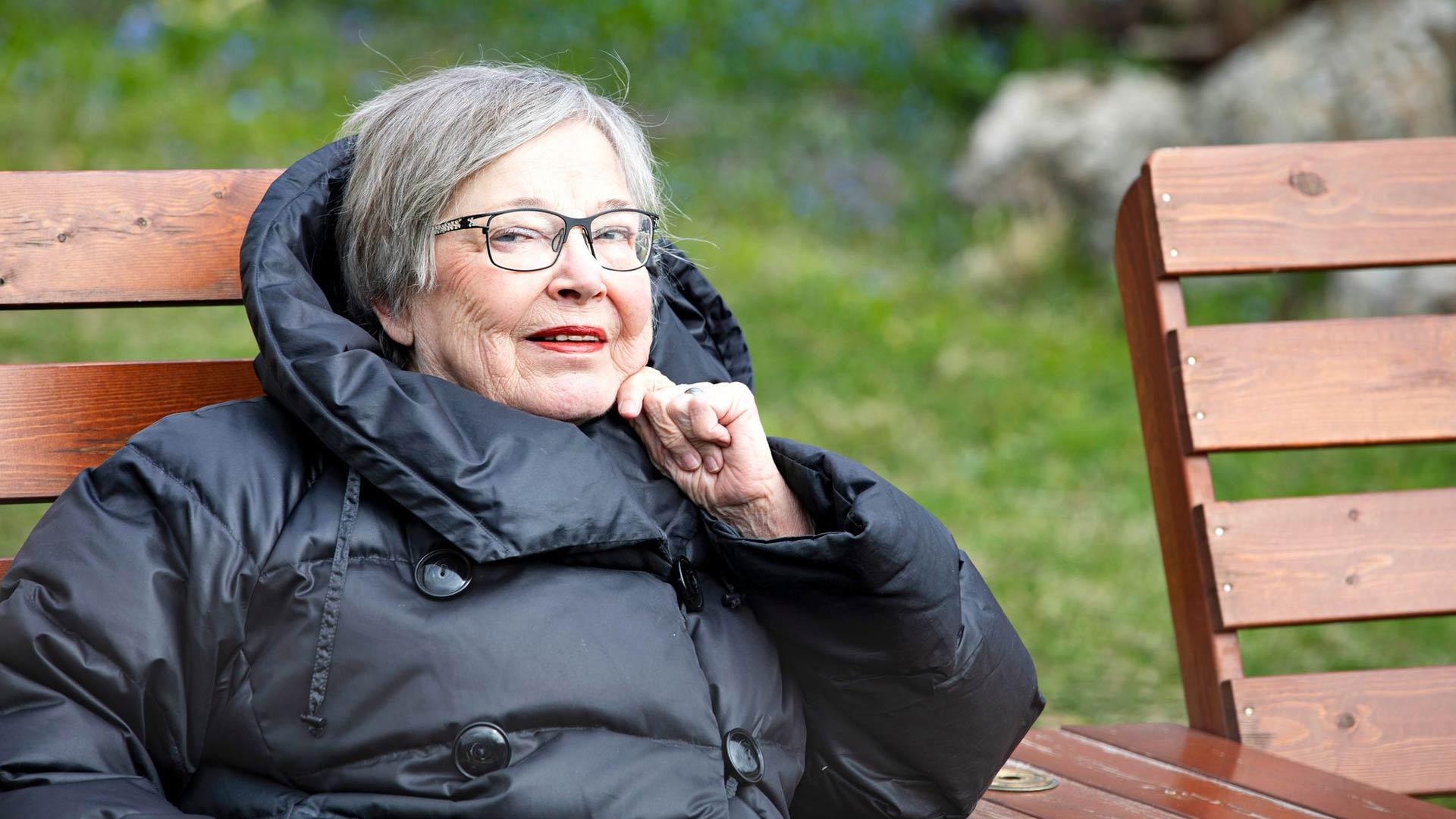 Liisa Santti saa voimia ja elämäniloa läheisistä ihmissuhteista, musiikista,  kirjoista ja elokuvista.