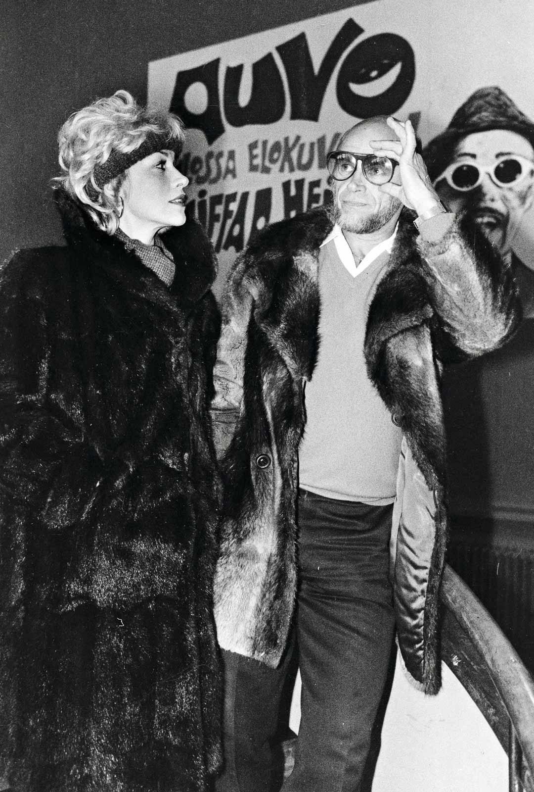 """Hannele oli vakionäyttelijä viihteen monitoimimies Pertti """"Spede"""" Pasasen elokuvissa ja tv-ohjelmissa. Vuonna 1985 ensi-iltansa sai elokuva Kliffaa hei."""