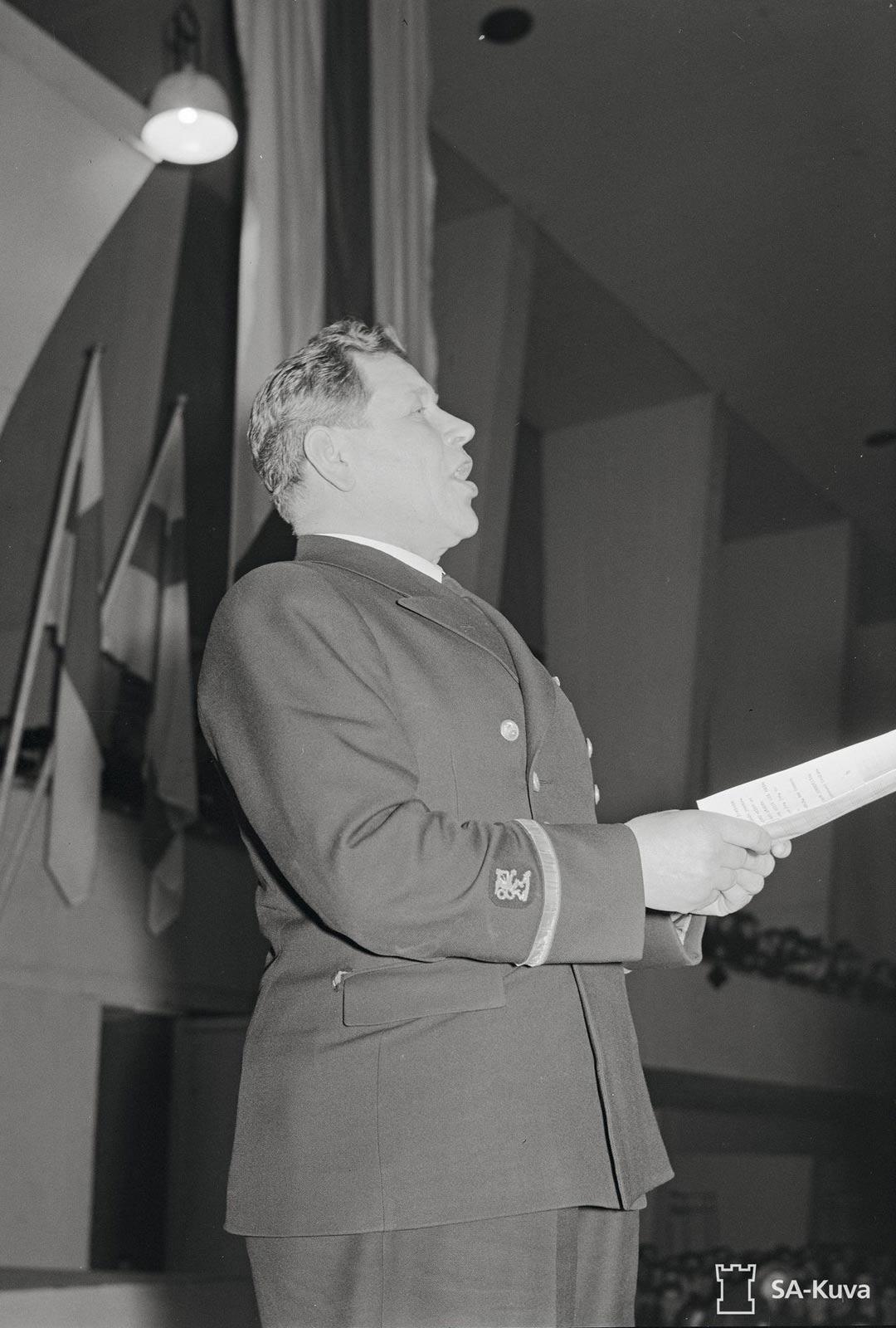 Keväällä 1942 laulu levytettiin suomeksi. Ei tiedetä, tykkäsikö Marski enemmän alkuperäisestä vai Liisa pien -versiosta.