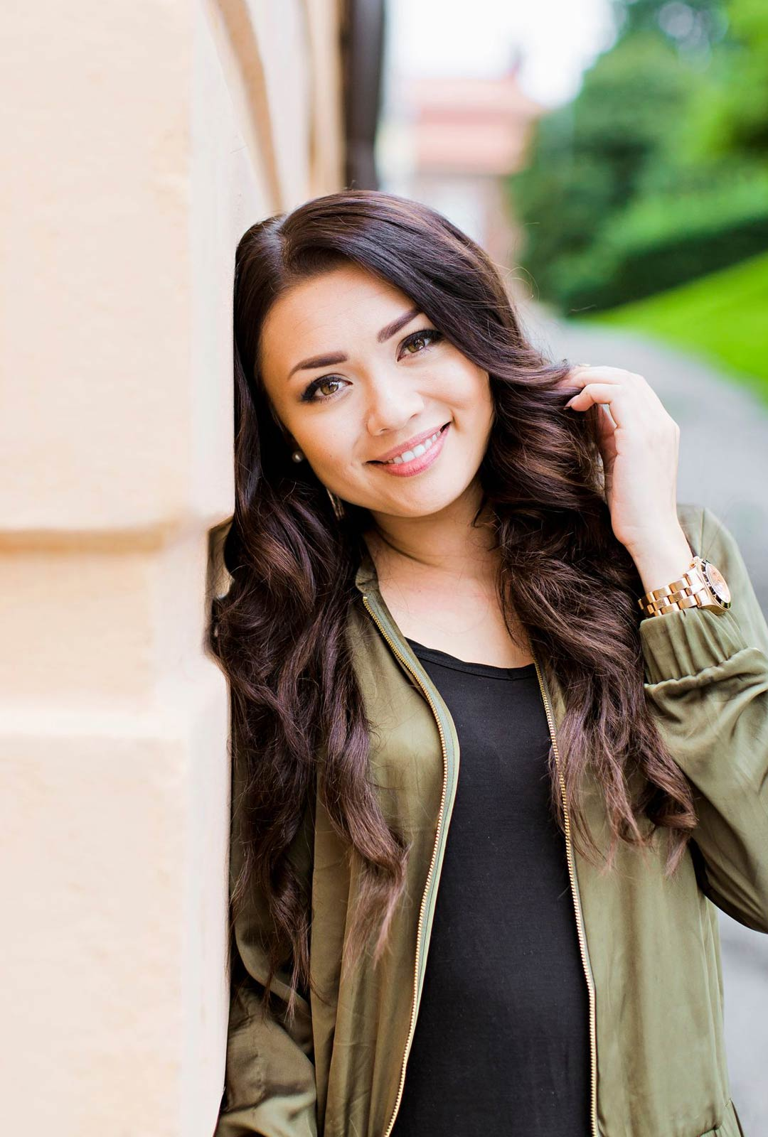 Ex-missi, radiojuontaja Shirly Karvinen palasi radiostudioon tehtyään kotona töitä.