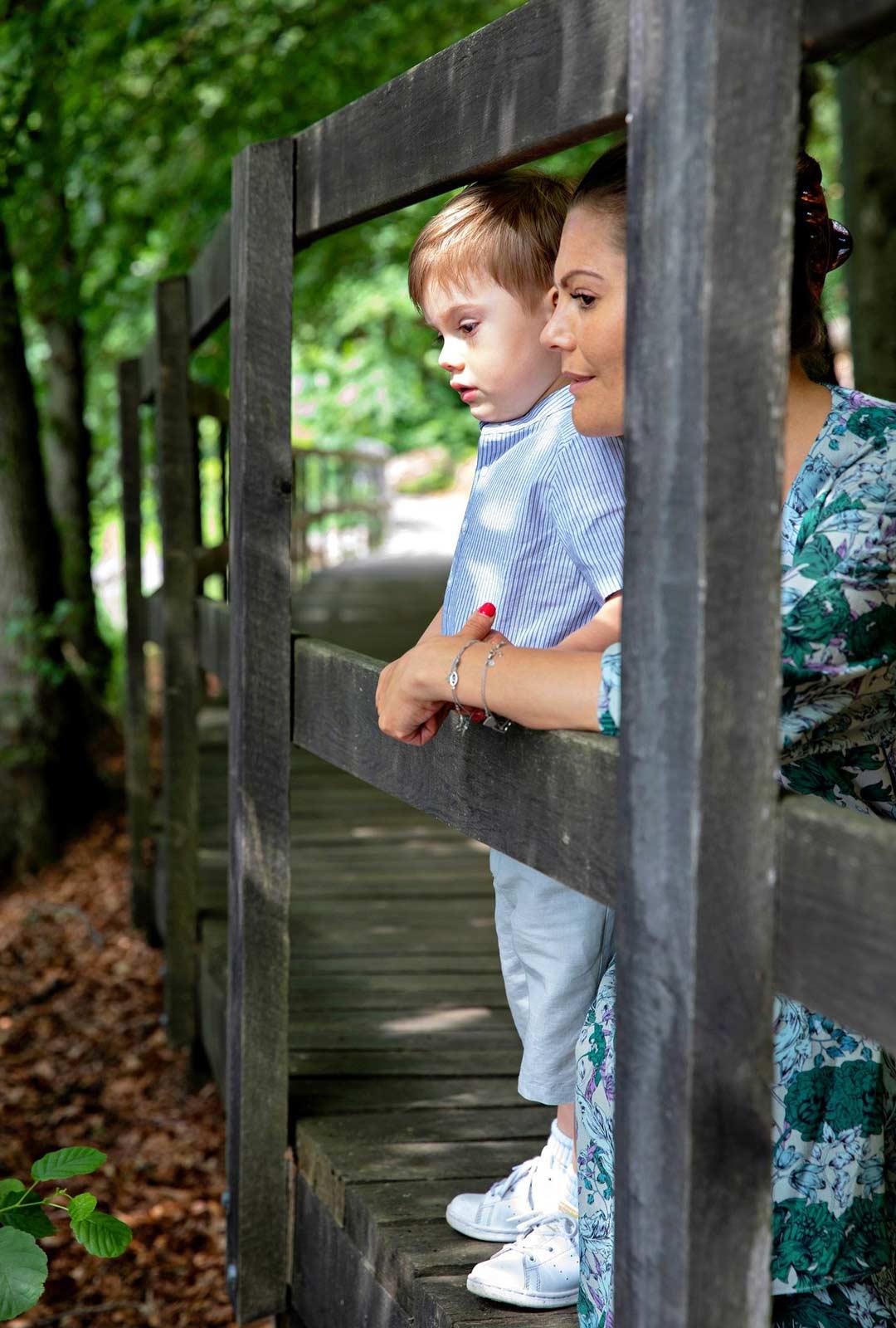 Ulkoilmaihmisinä Victoria ja Daniel ovat halunneet jakaa rakkauttaan luontoa kohtaan myös lapsilleen. Viime kesänä prinssi Oscar pääsi Söderåsensin kansallispuistoon.