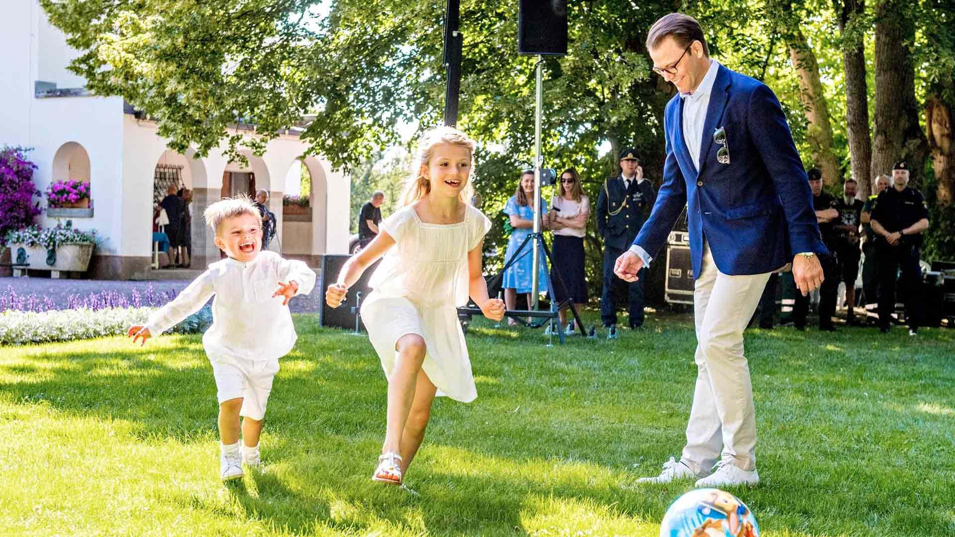 Entisenä kuntosaliyrittäjänä prinssi Daniel on ollut huolissaan lasten vähäisestä liikkumisesta. Hän on kertonut, että isosisko Estellen esimerkki kannustaa myös Oscaria urheilemaan.