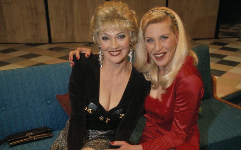 Hannele Lauri ja Eija Vilpas hauskuuttivat kansaa 90-luvulla Hynttyyt yhteen -sarjassa.