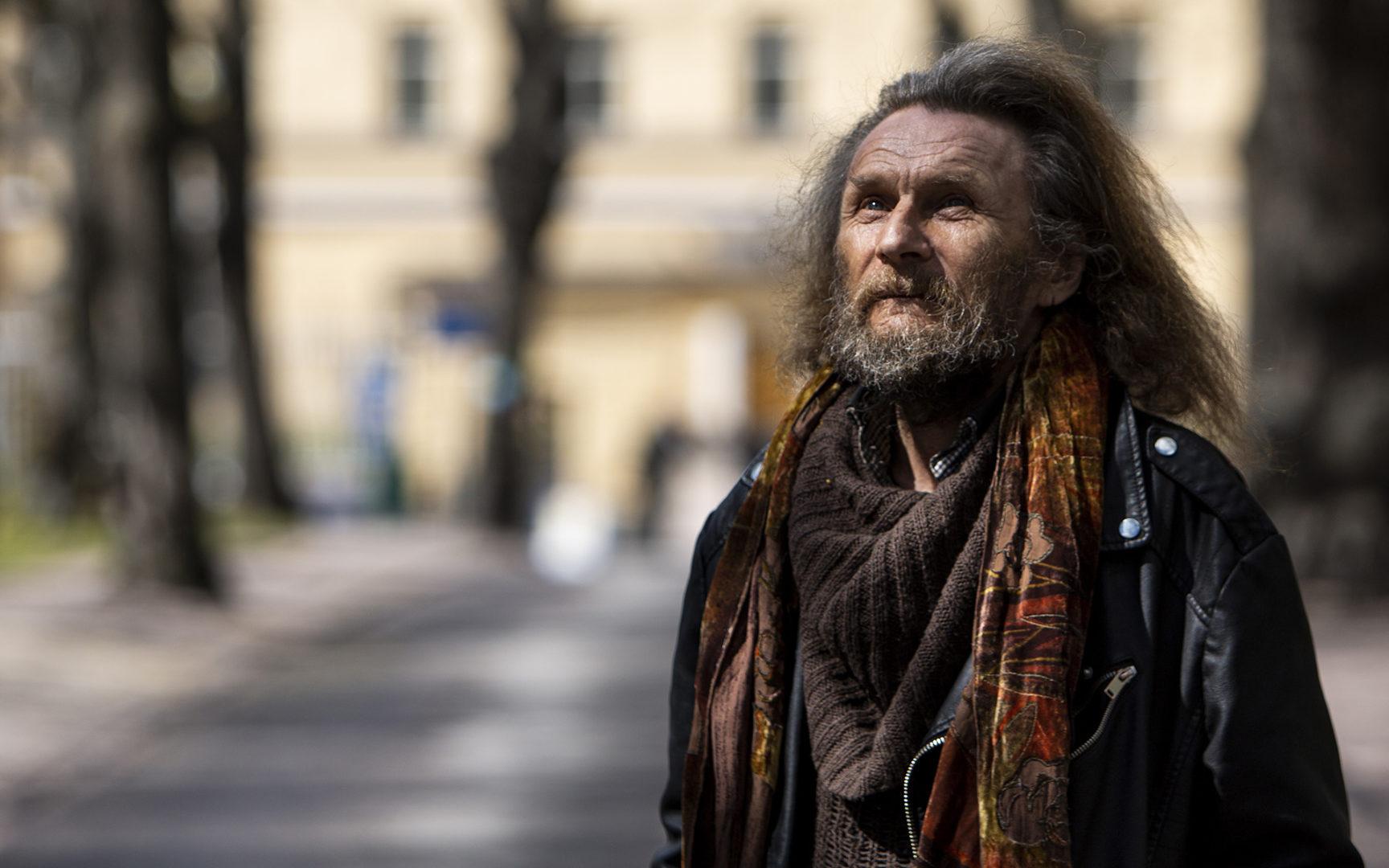 Lapinlahden vanhan sairaalan tiluksilla asuva Nisse Rikama iloitsee siitä, että hänen asuinalueensa pysyy ennallaan.